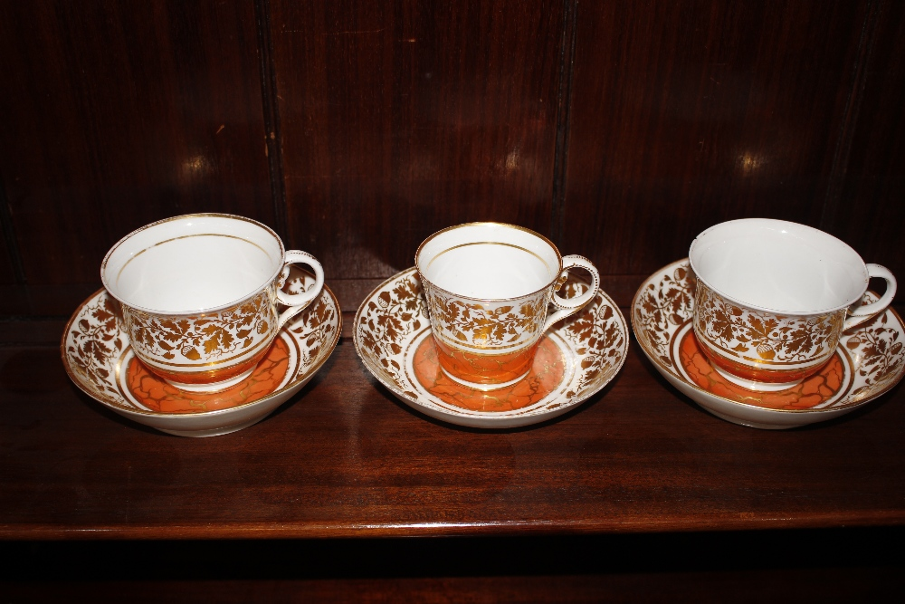 A Chamberlains Worcester part tea service,circa 1810, comprising teapot, tea and coffee cups and - Image 6 of 6