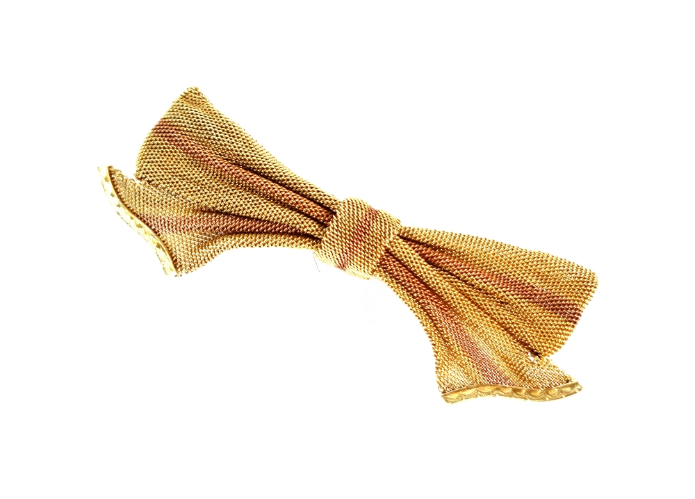 A 15ct gold bow brooch, 5.5gms