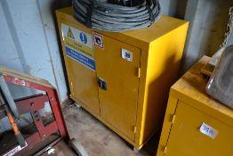 Storage unit on castors. (No key, unlocked).