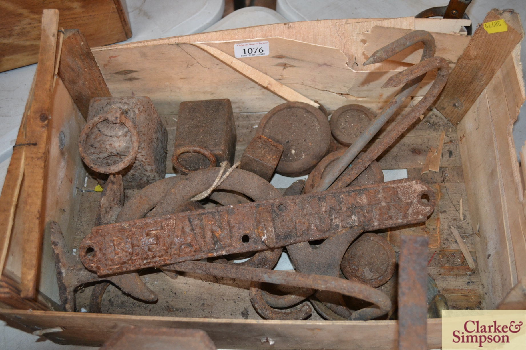 A quantity of various scale weights, a cast iron - Image 2 of 2