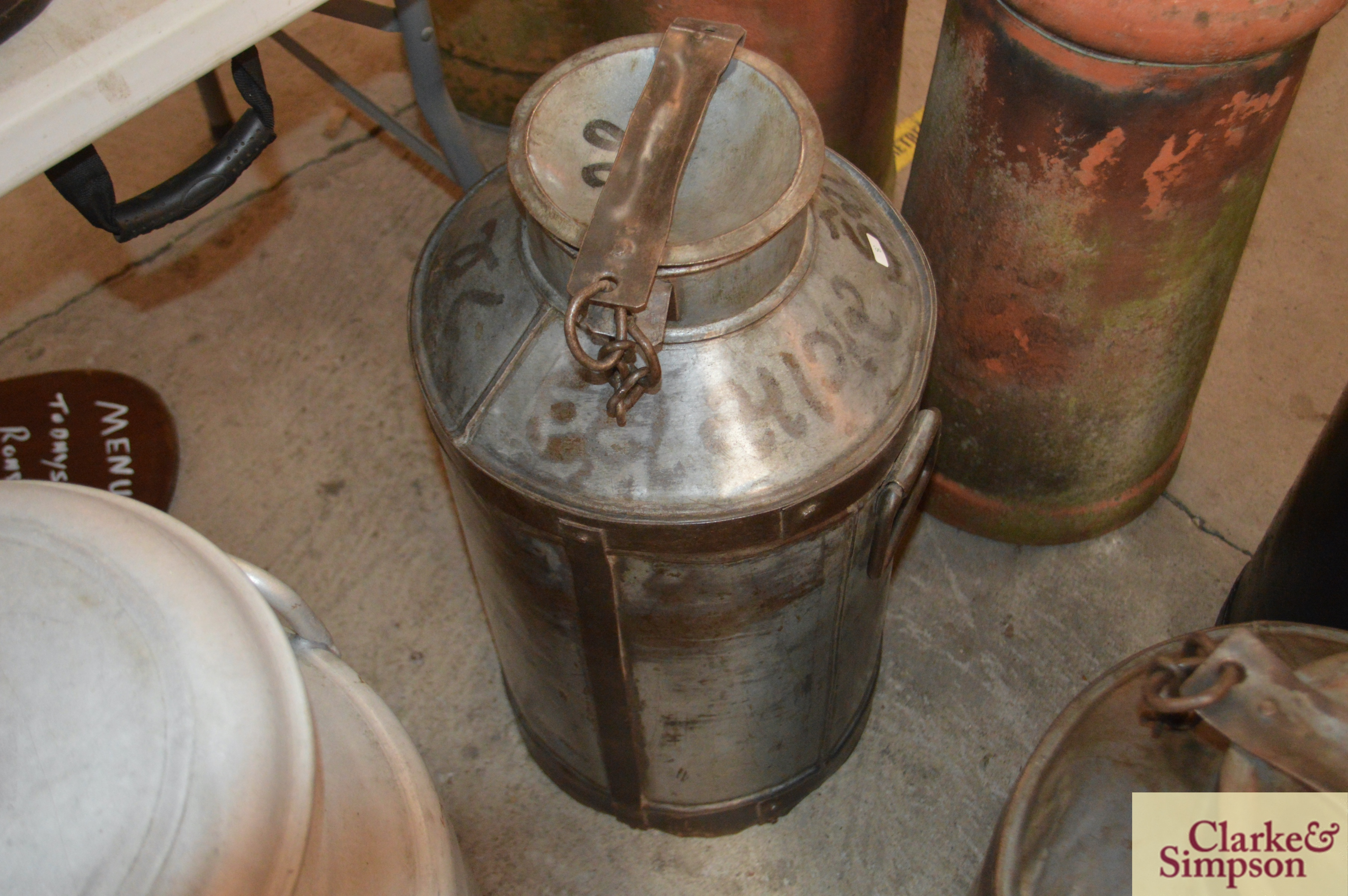 A galvanised and iron tall milk churn and lid - Image 2 of 4
