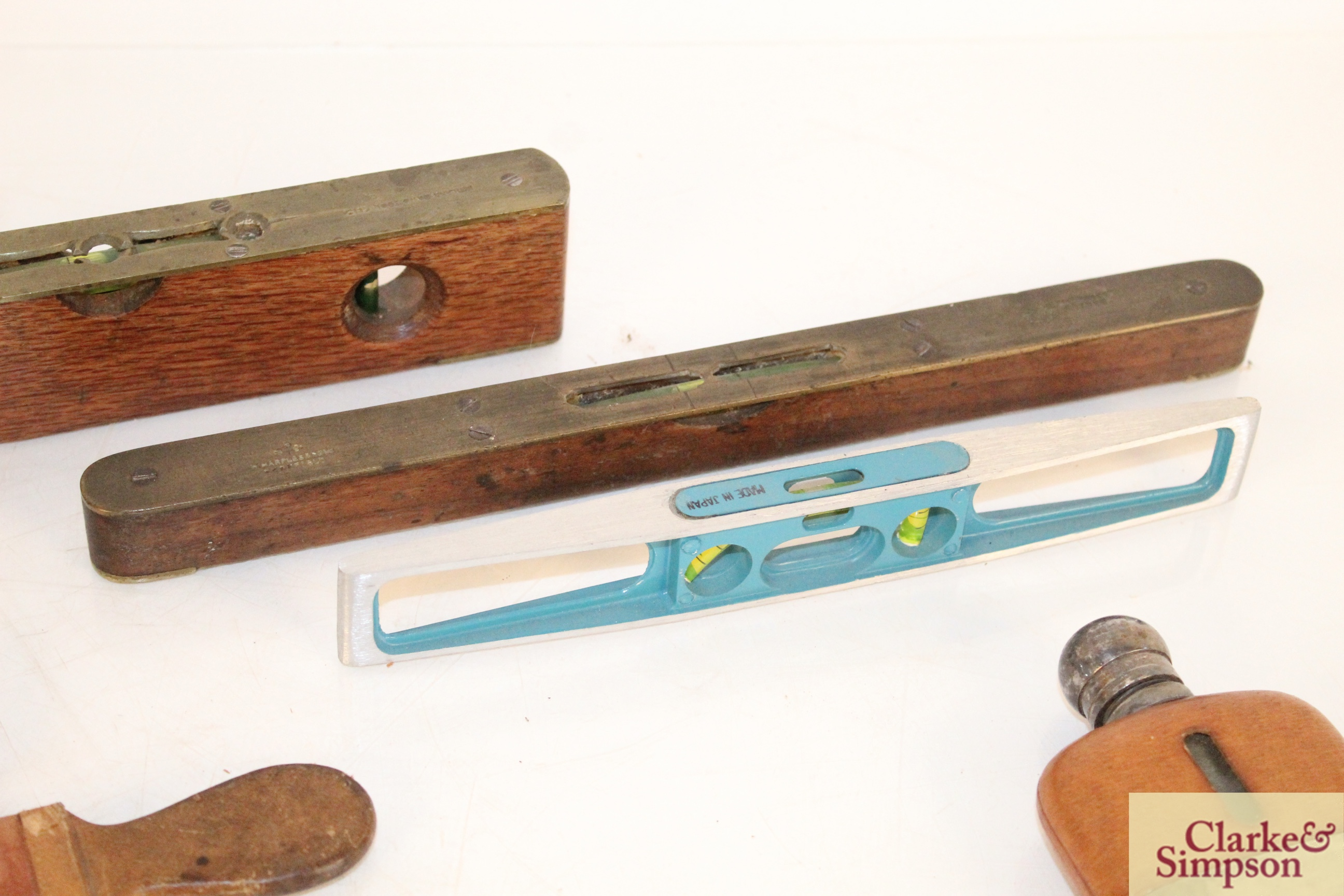 Three various spirit levels, a surveyors tape, a h - Image 3 of 6