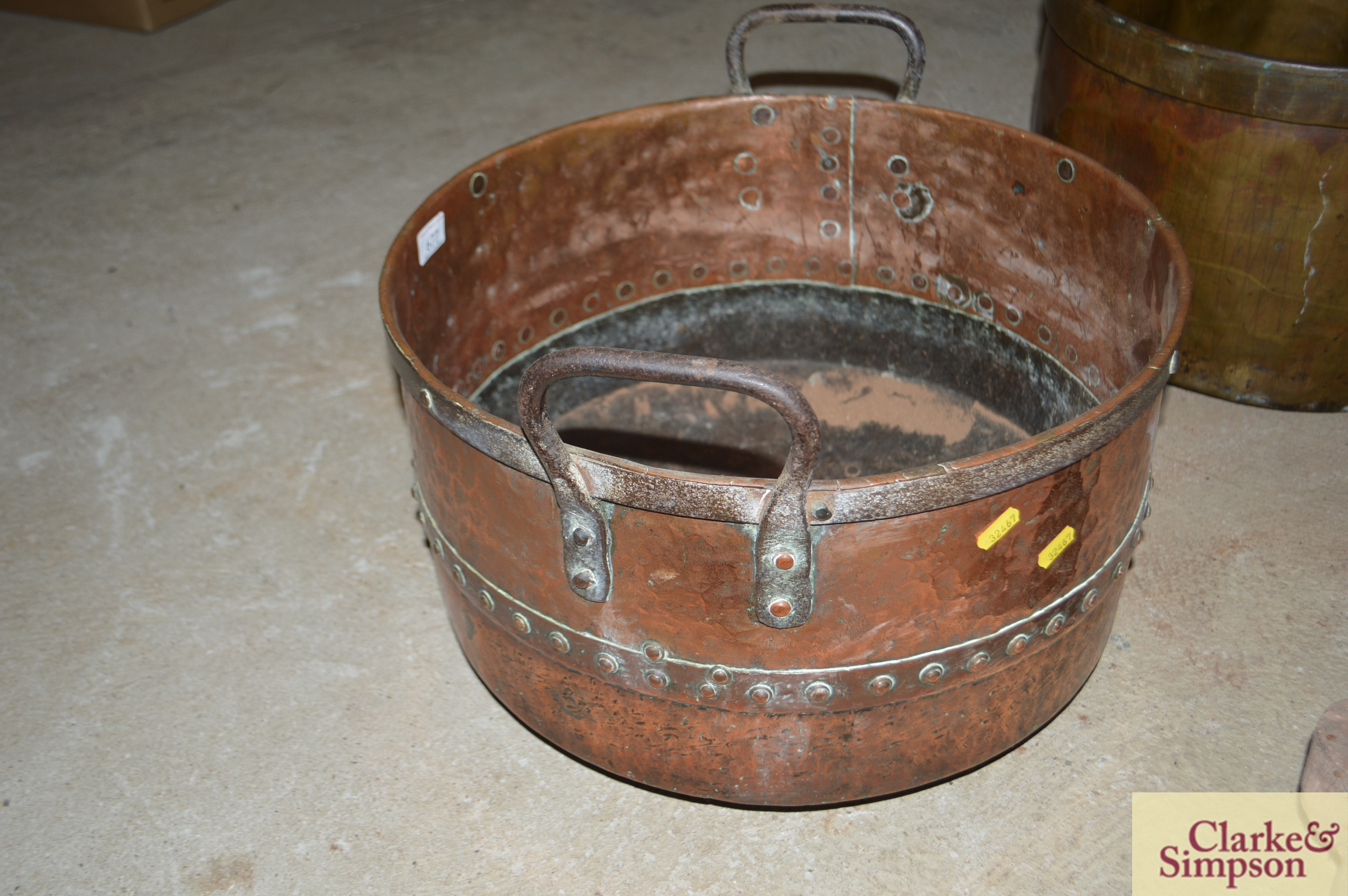 An antique riveted two handled cauldron - Image 4 of 4