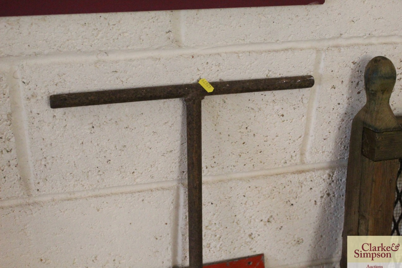A vintage iron trolley handle - Image 2 of 4