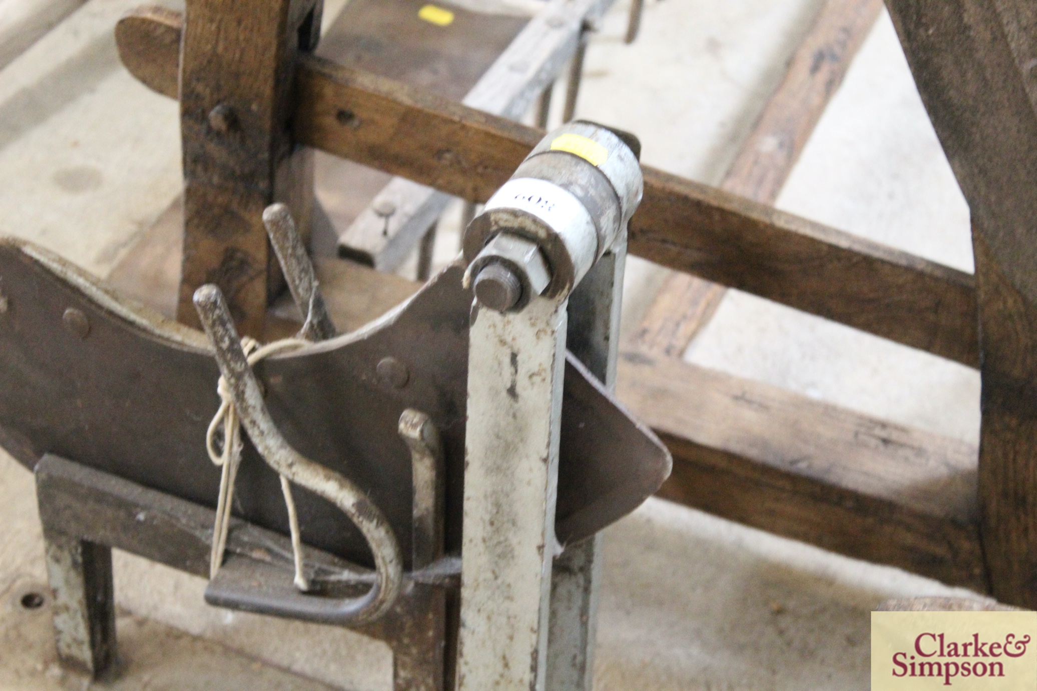 A thatcher's straw slicer - Image 3 of 7