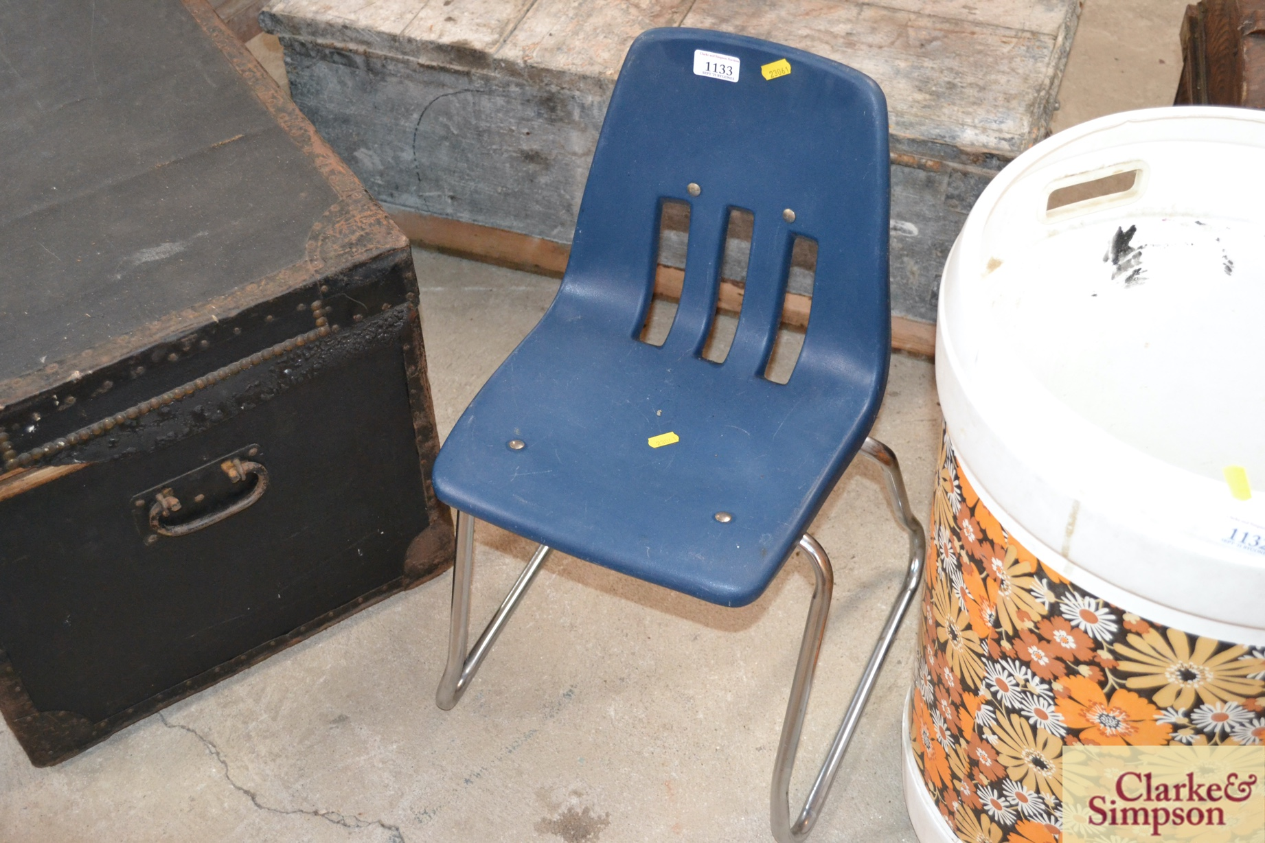 A retro child's plastic and tubular metal chair - Image 2 of 2