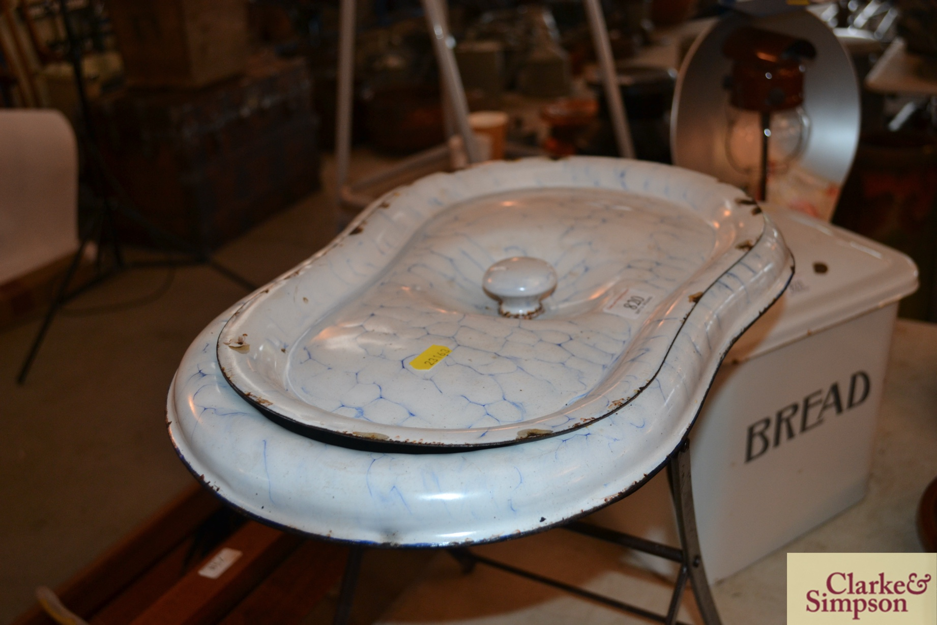 An enamel baby bath complete with metal foldaway s - Image 4 of 4