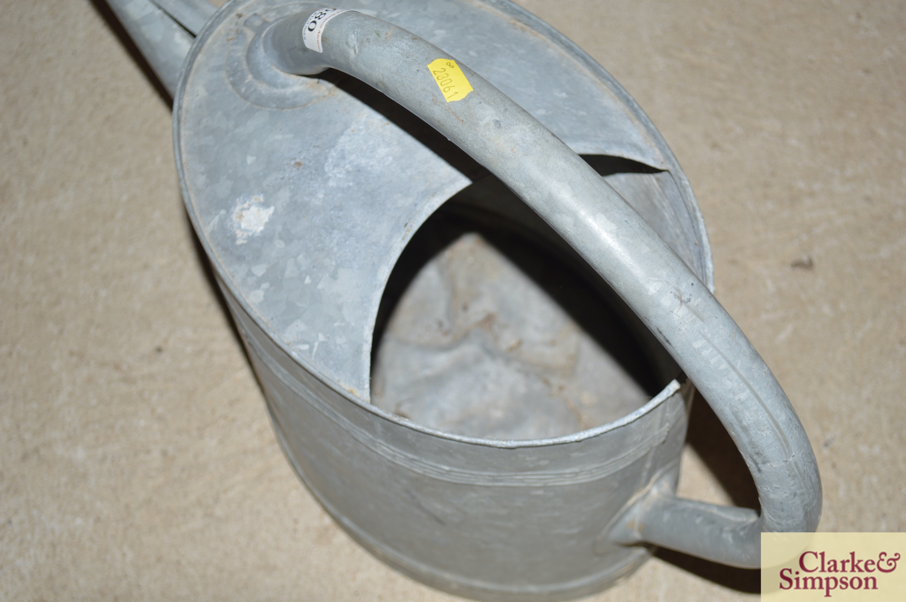 A large galvanised watering can with rose - Image 4 of 5