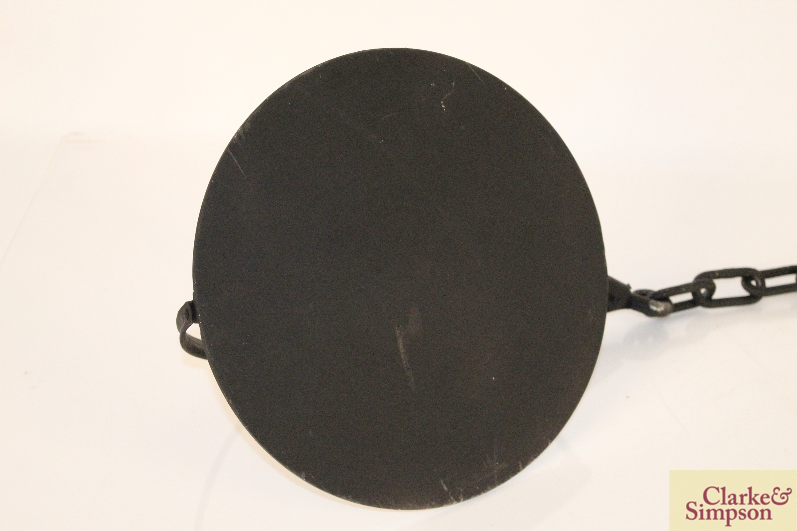 A cast iron swing handled skillet with chain - Image 3 of 3