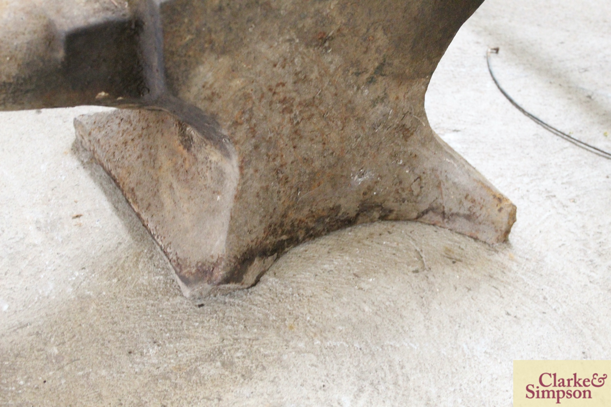 An anvil - Image 5 of 6