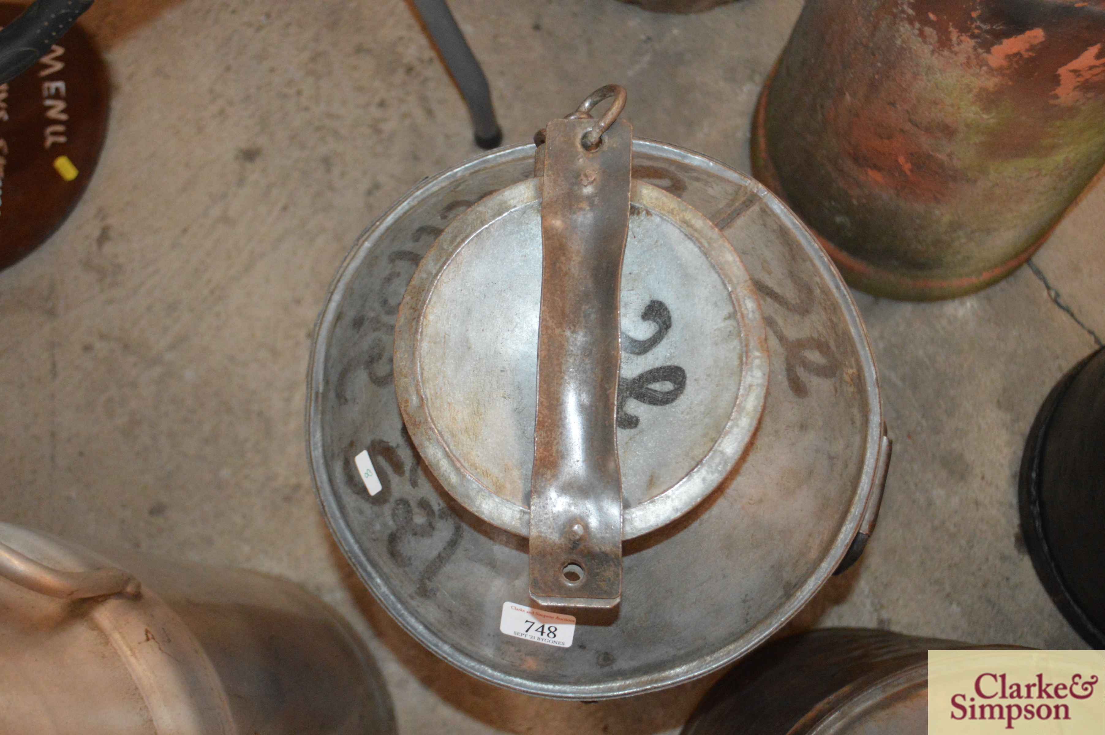 A galvanised and iron tall milk churn and lid - Image 4 of 4