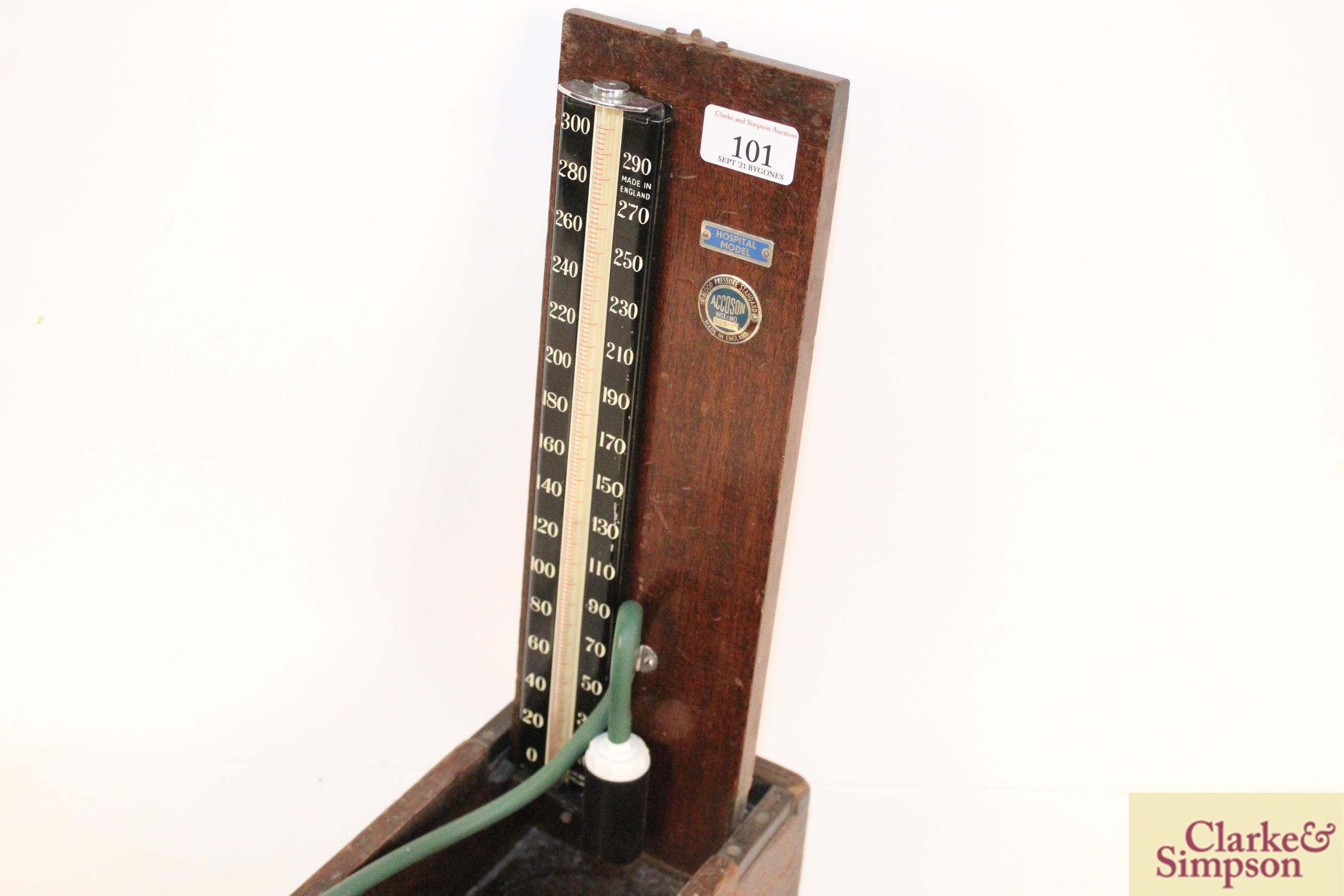 A vintage wooden boxed blood pressure gauge by Accos - Image 7 of 9