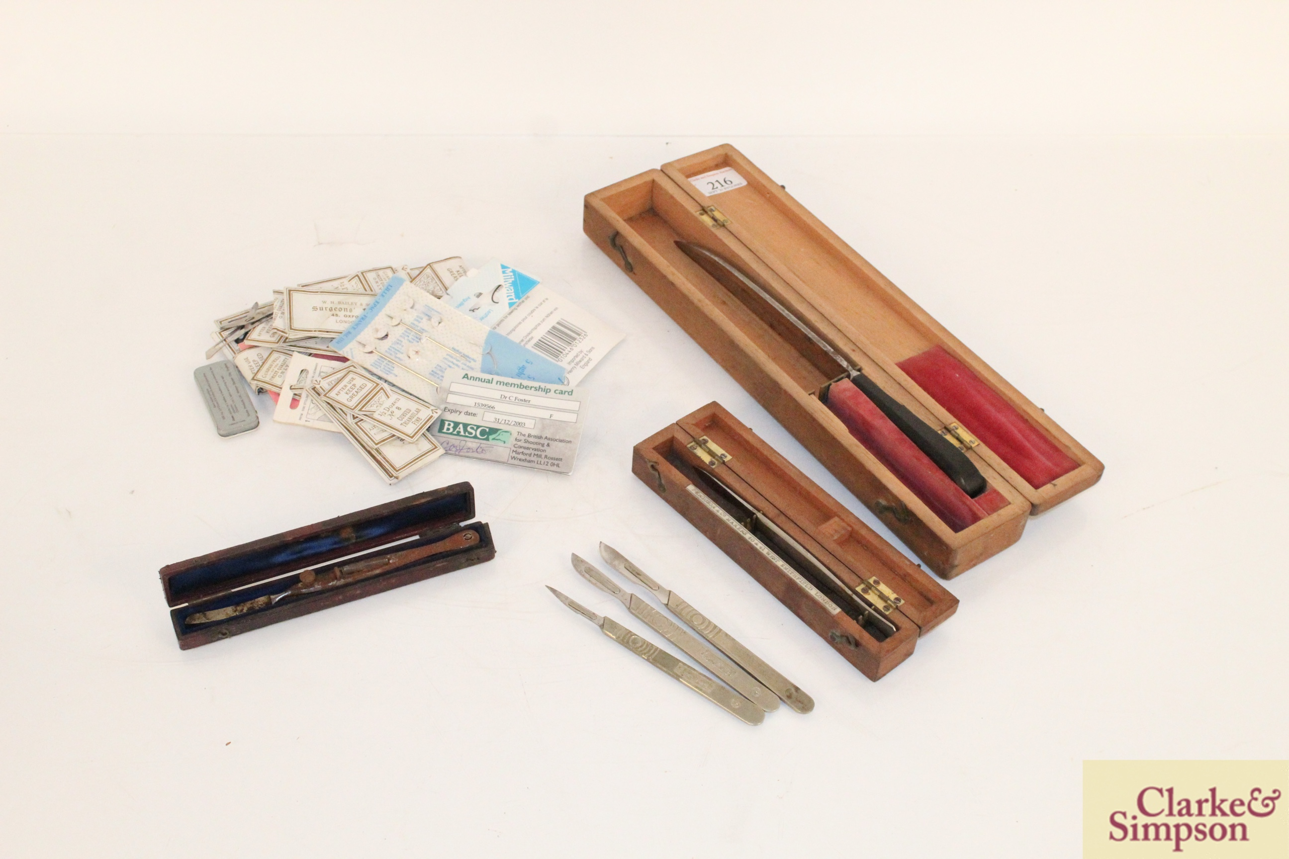 A quantity of medical scalpels and knife - some bo - Image 9 of 9