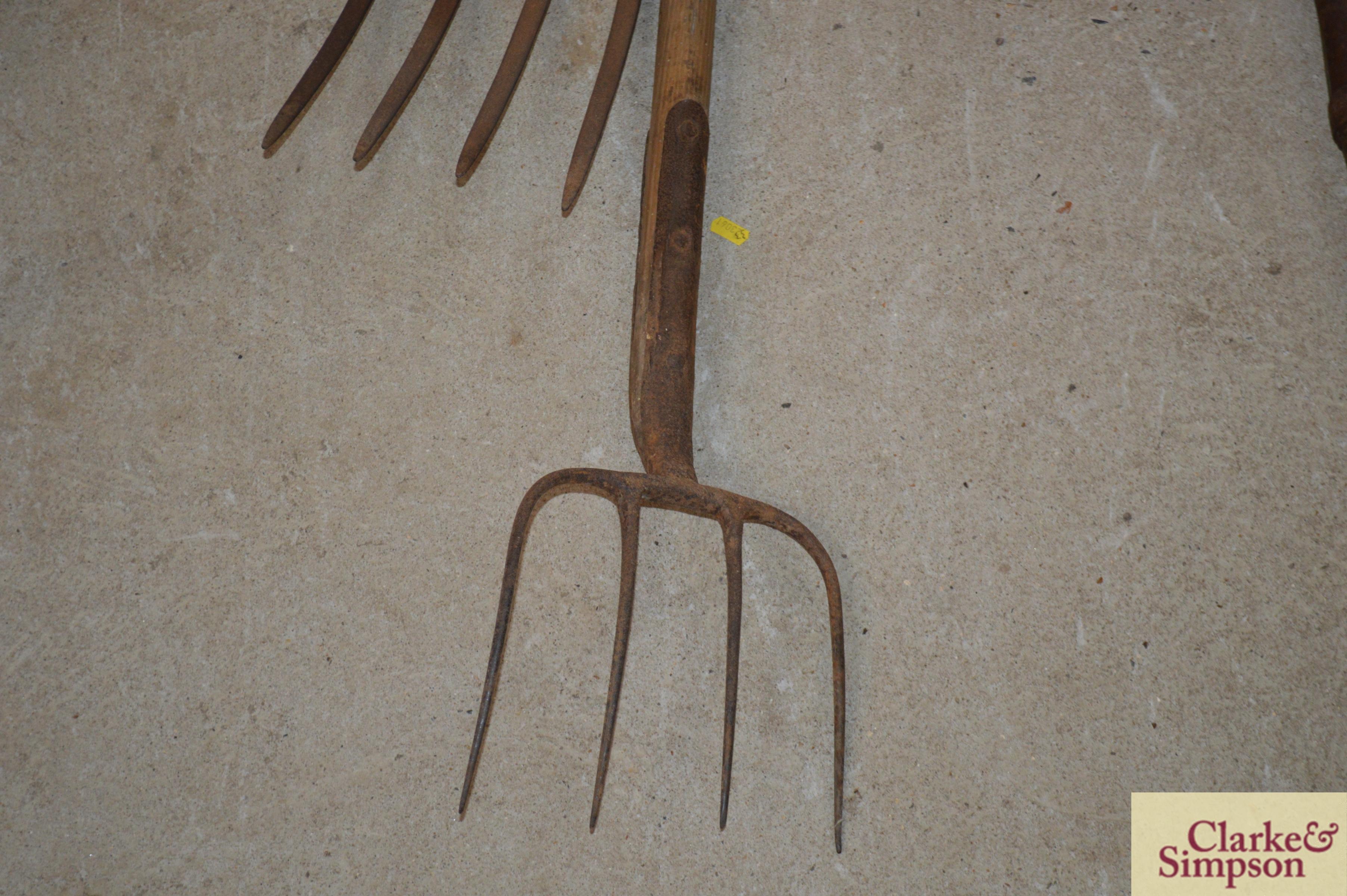Two vintage forks - Image 4 of 8