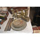 A quantity of brassware to include a pair of brass