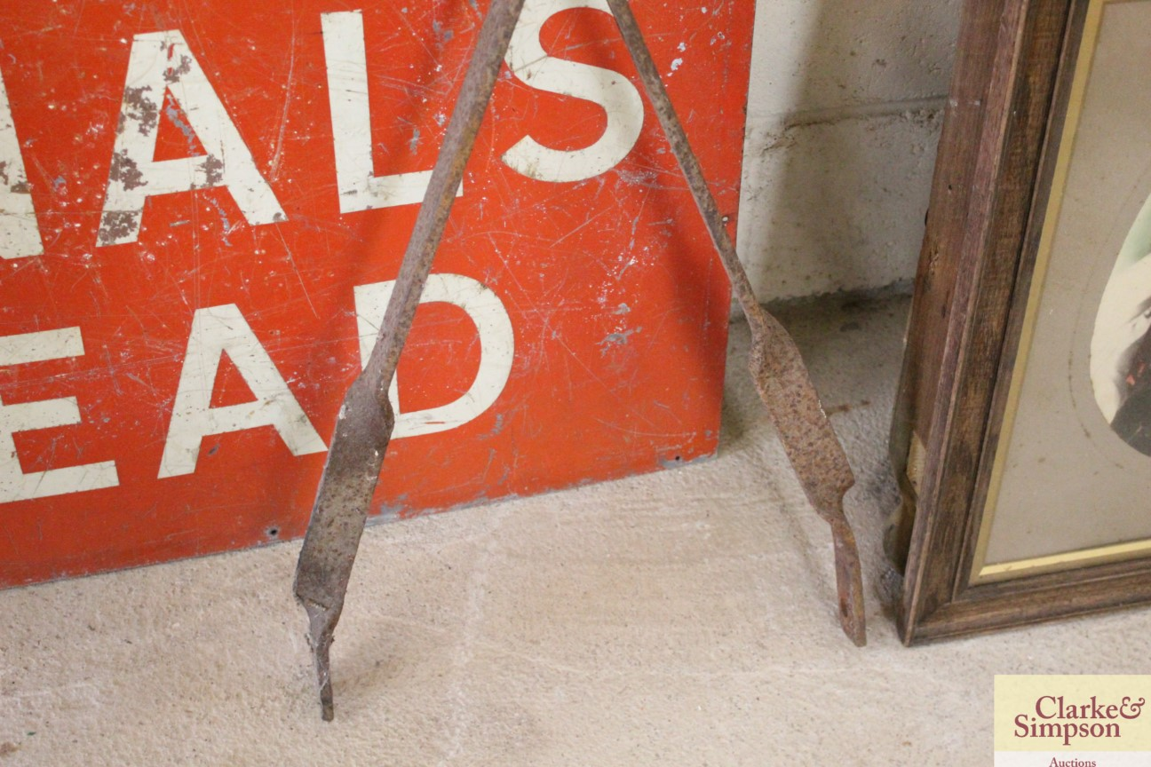 A vintage iron trolley handle - Image 4 of 4