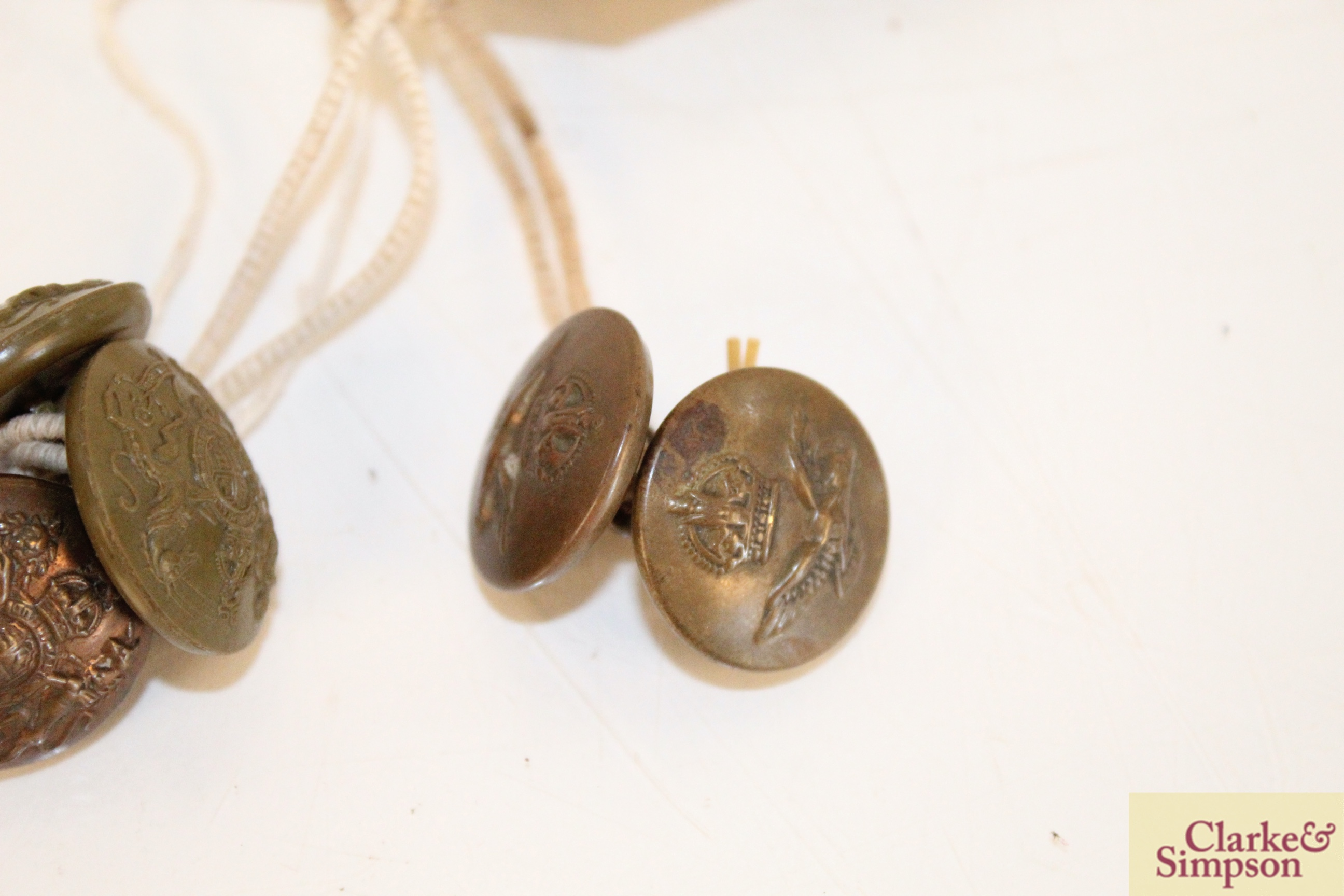 Two WW1 RAF buttons and four General Service buttons - Image 2 of 4