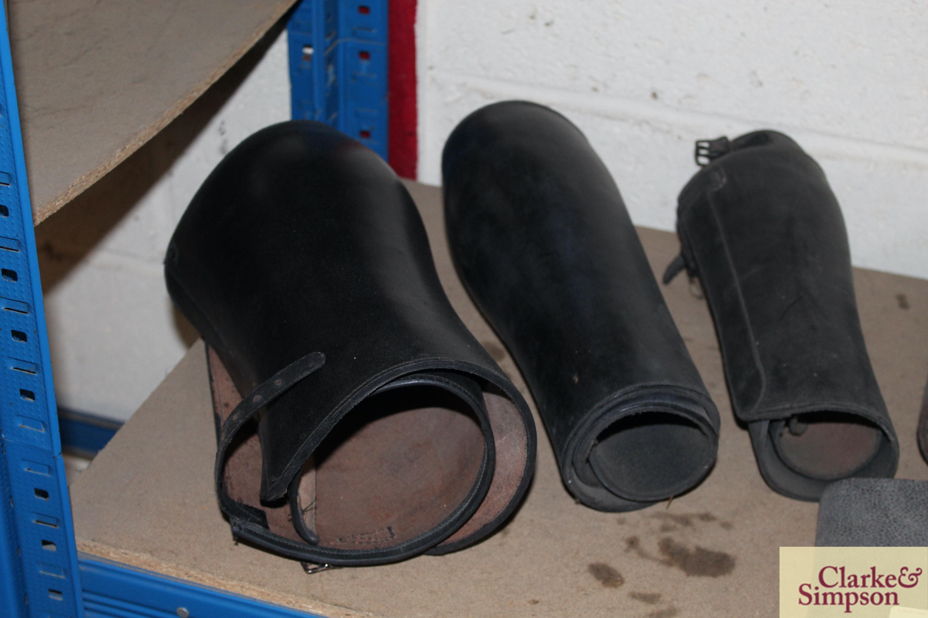 A quantity of various sized leather buskins - Image 2 of 5
