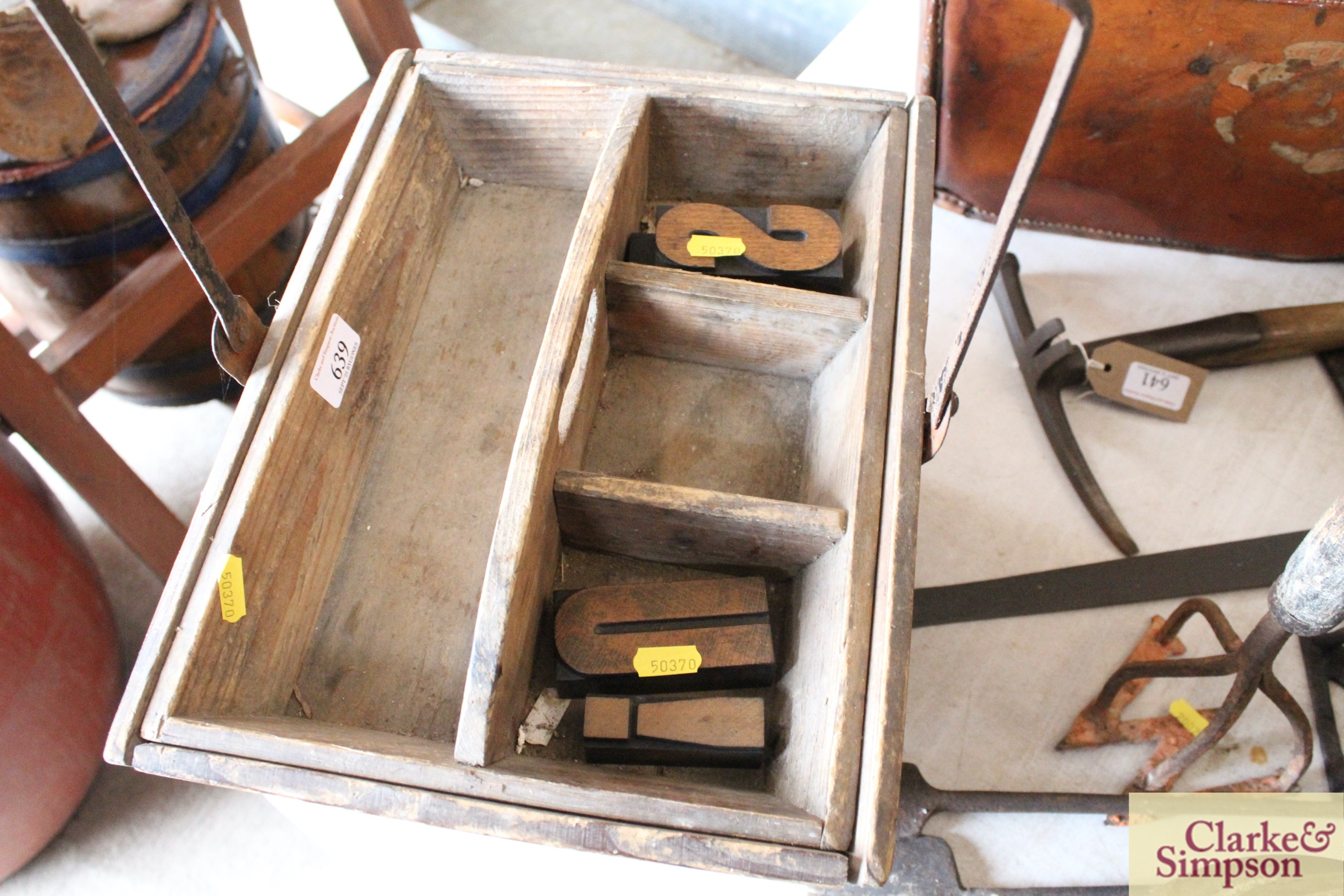 A housemaids wooden box with metal swing handle an - Image 3 of 4