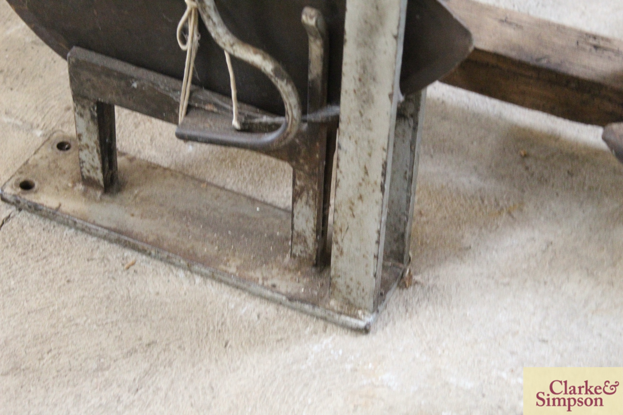 A thatcher's straw slicer - Image 4 of 7