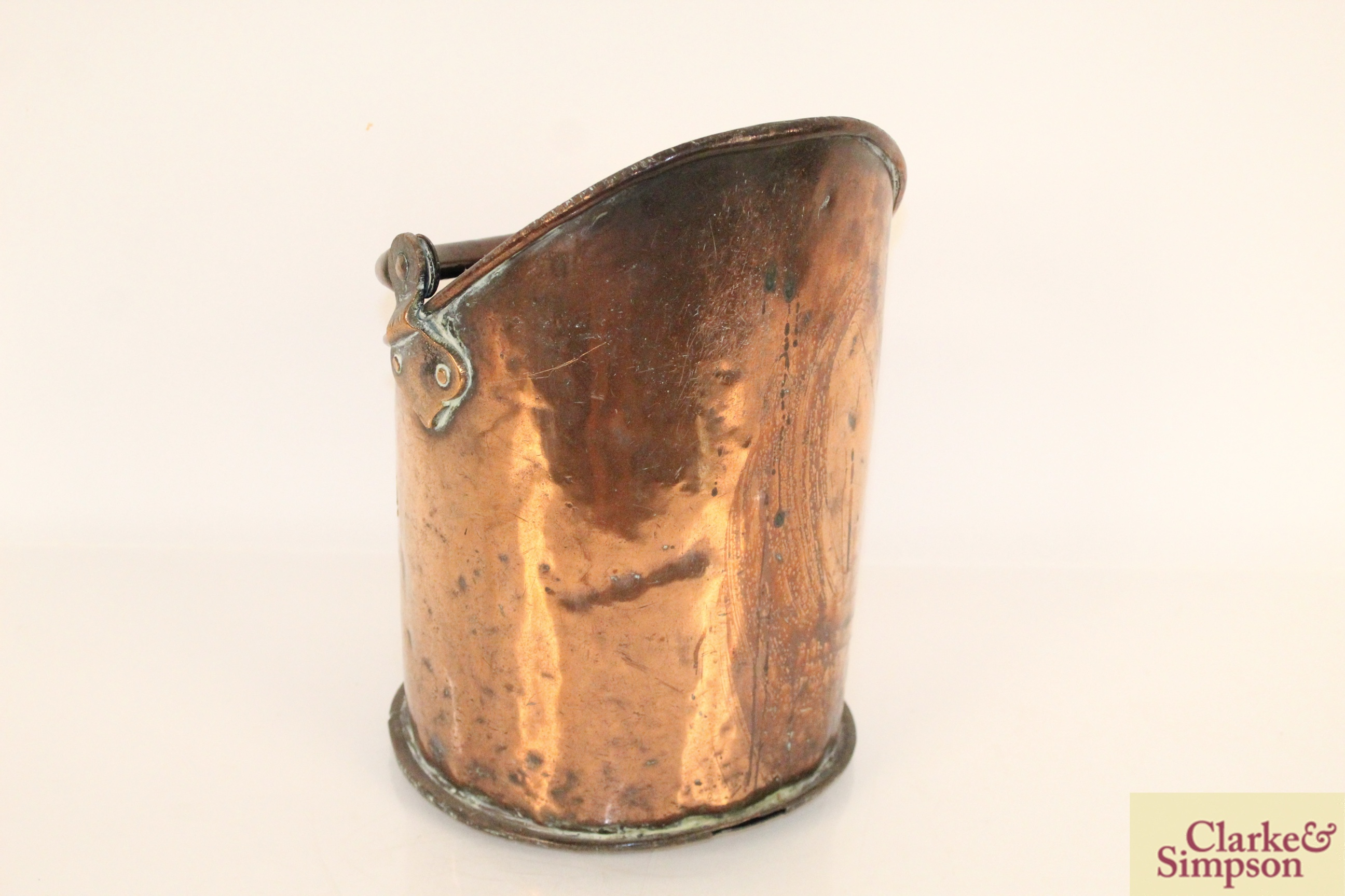 An antique copper coal hod with swing handle and - Image 3 of 6