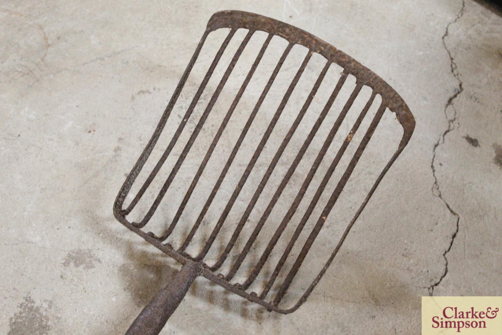 A sugar beet fork - Image 4 of 8