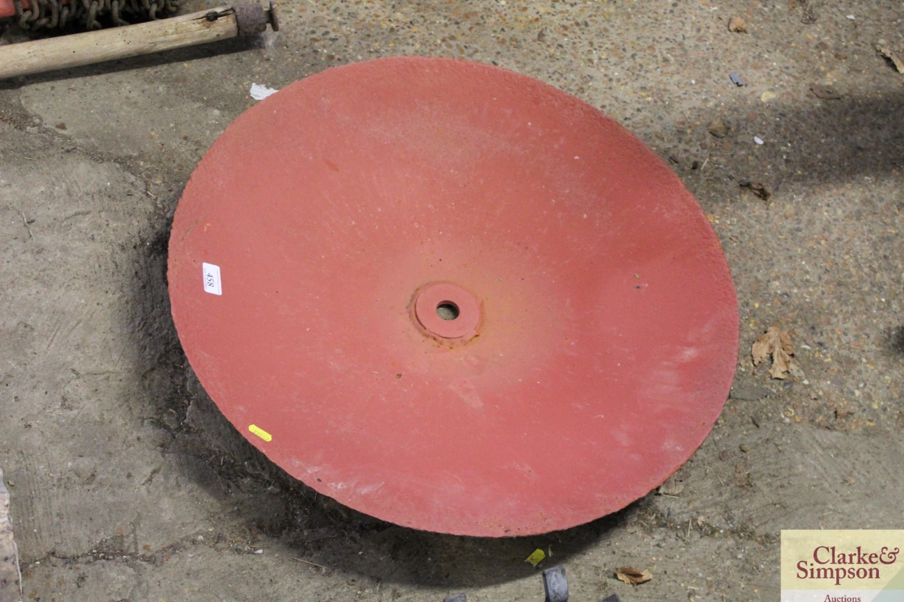 A cast iron shallow fire pit - Image 2 of 3