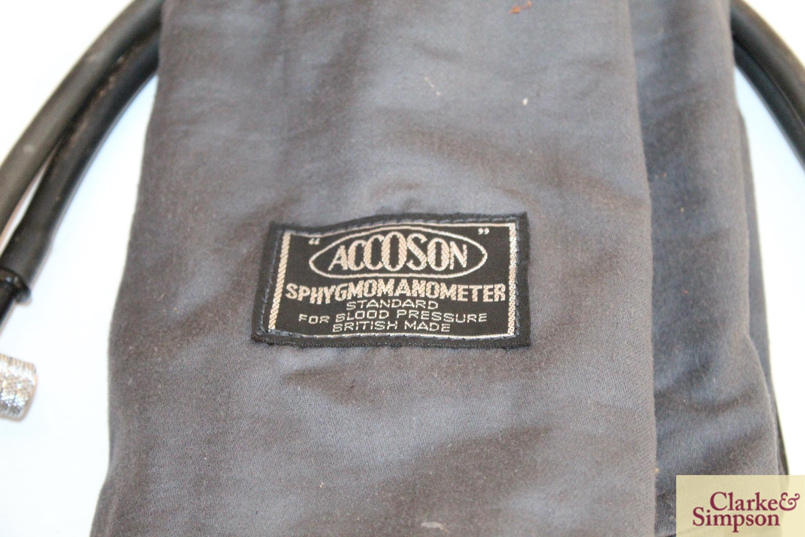 A vintage wooden boxed blood pressure gauge by Accos - Image 5 of 9