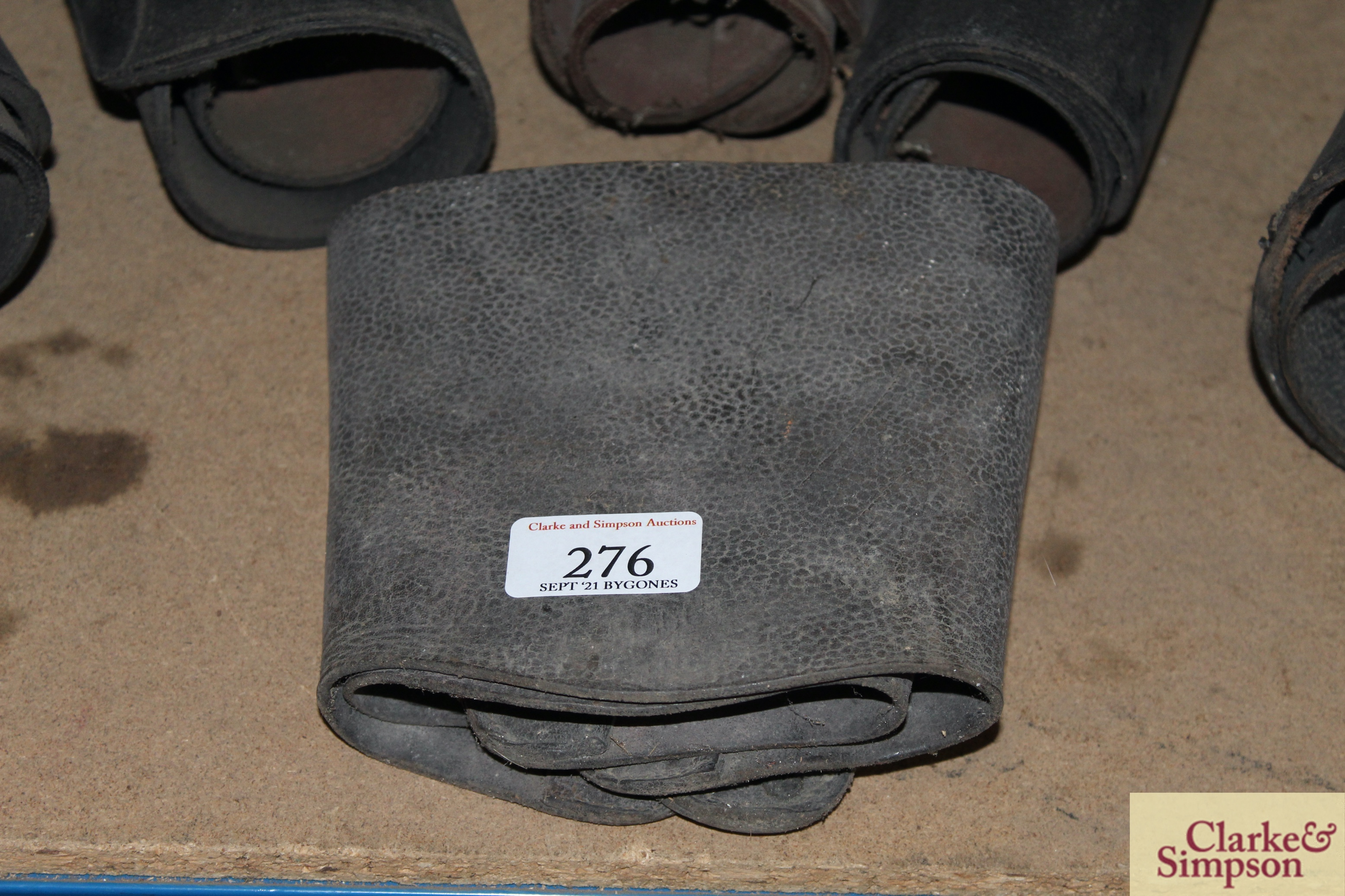 A quantity of various sized leather buskins - Image 5 of 5