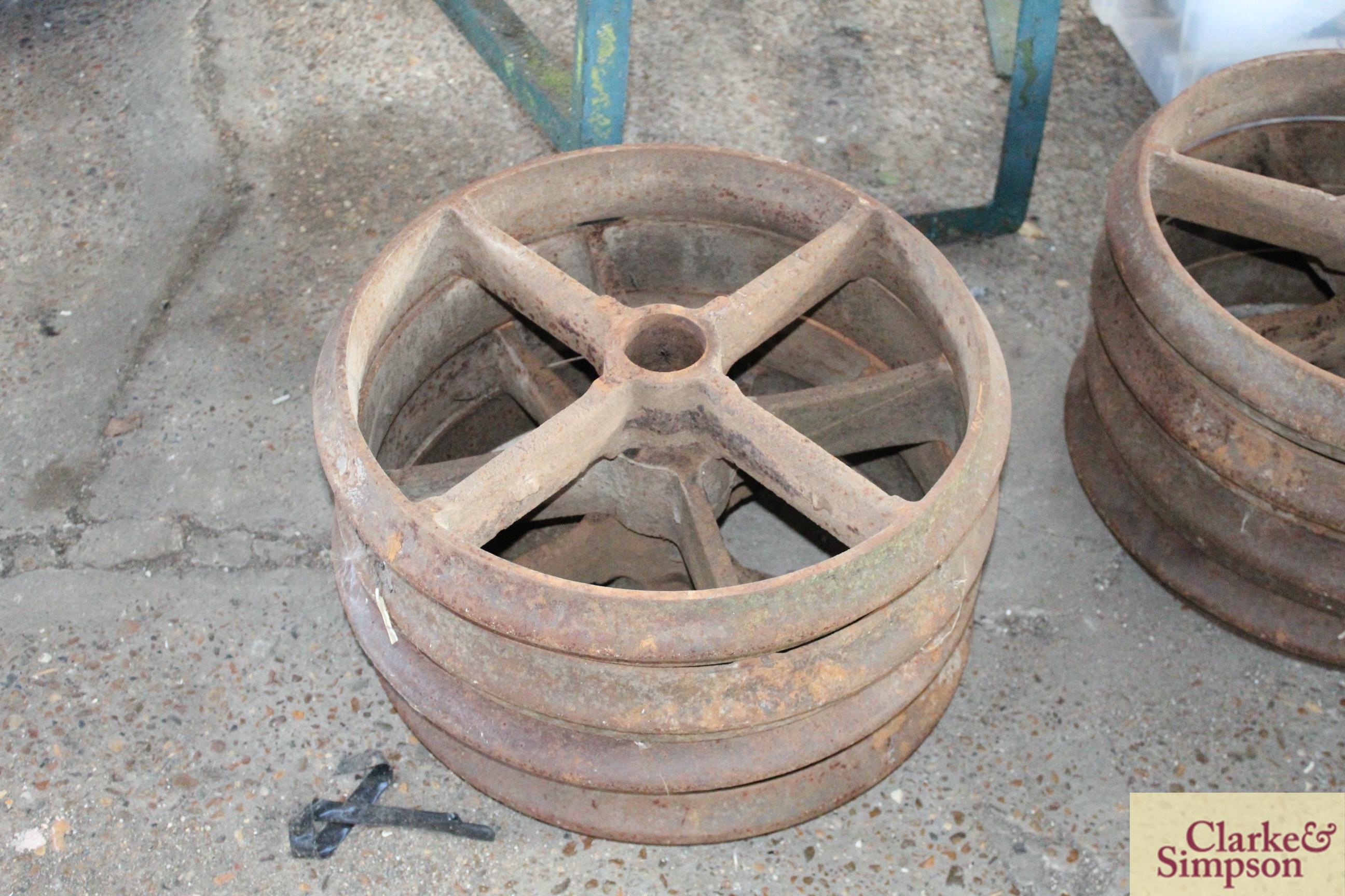 4x cast iron wheels/ rings.