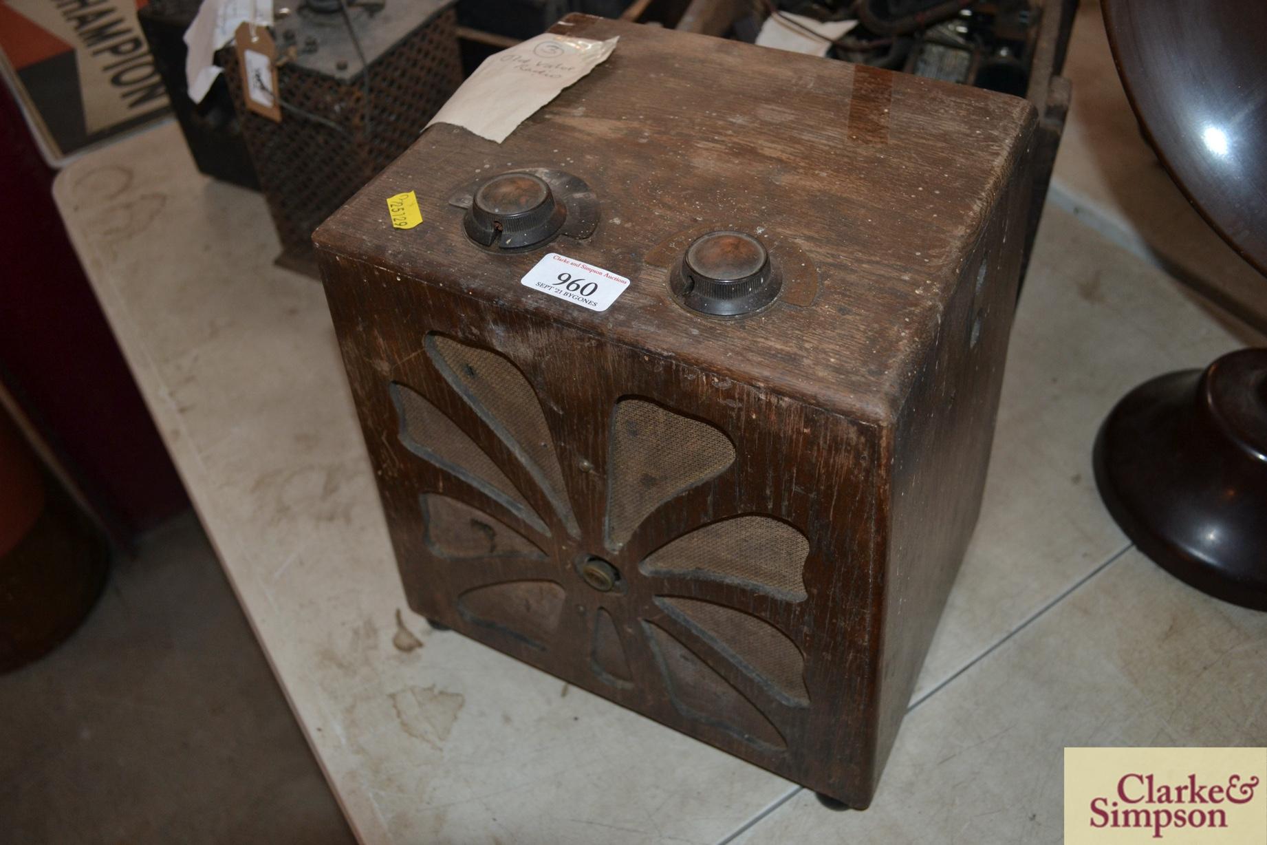 An old valve radio - Image 2 of 2