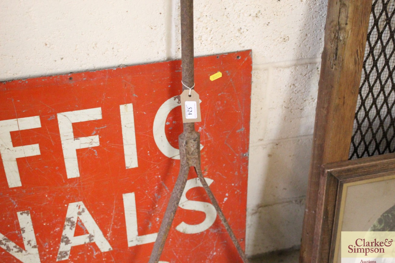 A vintage iron trolley handle - Image 3 of 4