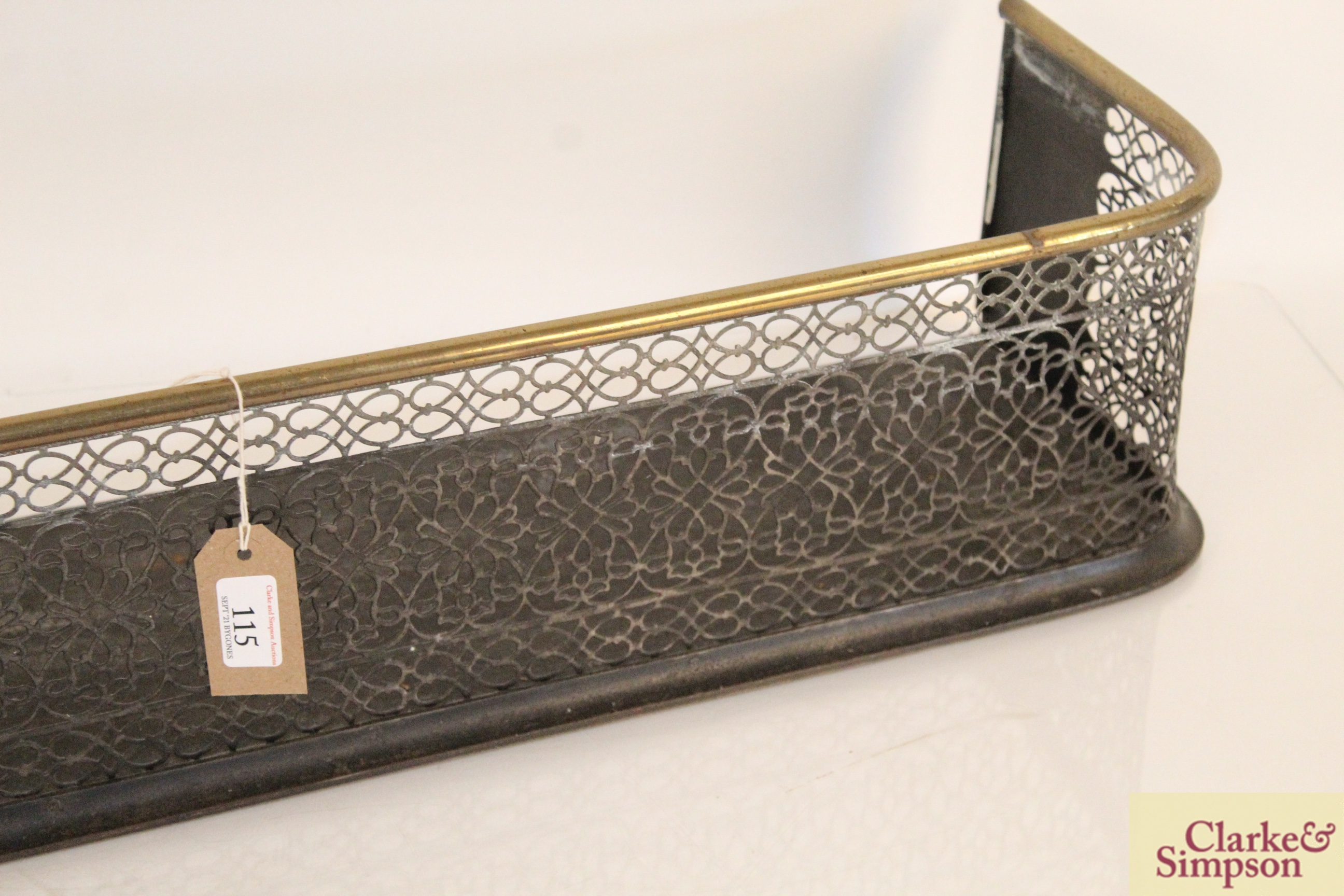 A Victorian brass and iron fender - Image 4 of 5