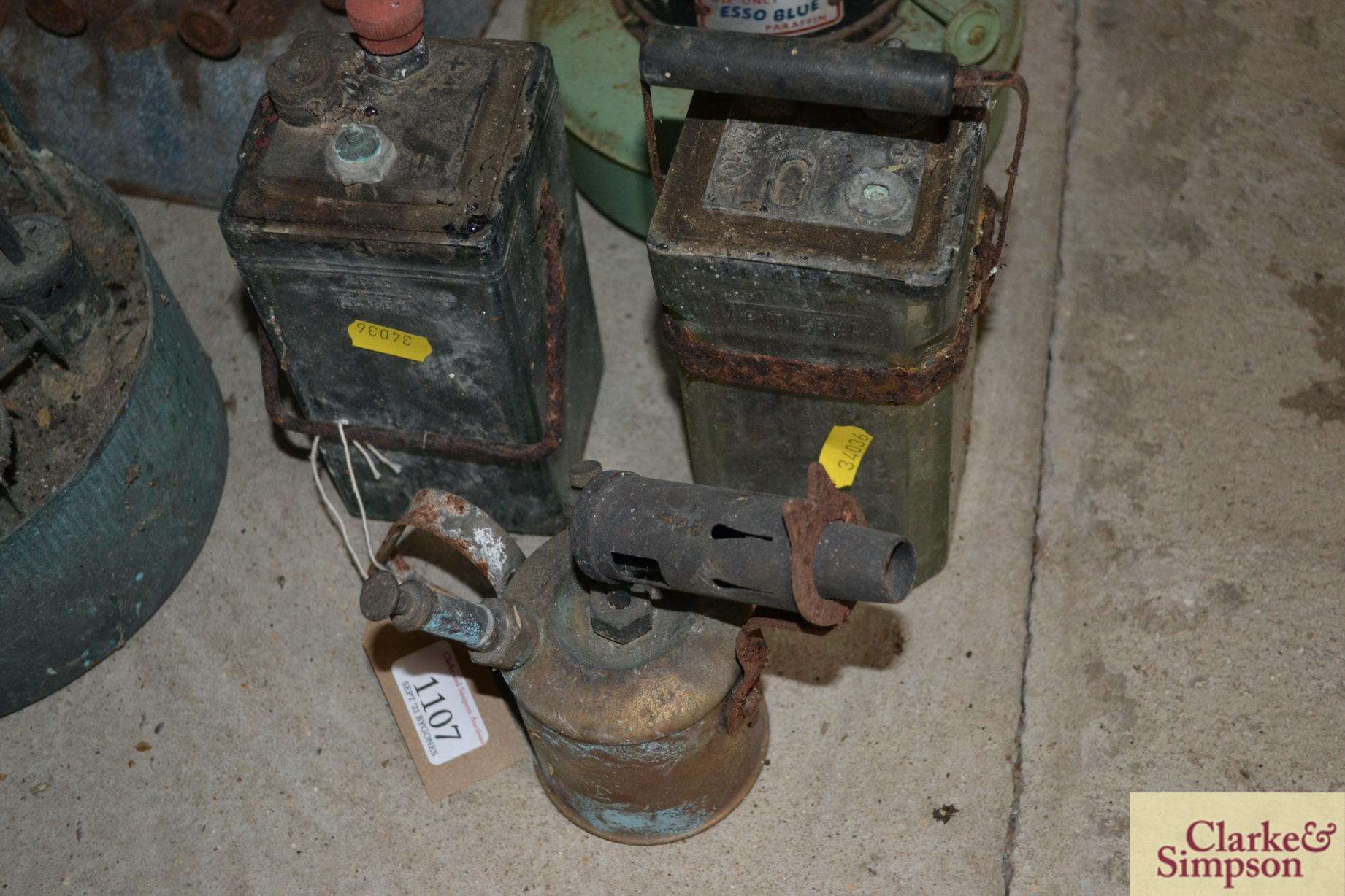 Two accumulators, paraffin stoves, blow lamp etc. - Image 2 of 4