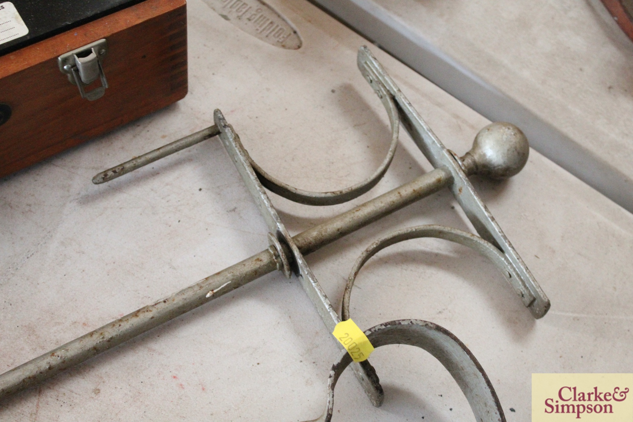 A pair of vintage thatcher's shears and a garden - Image 5 of 5