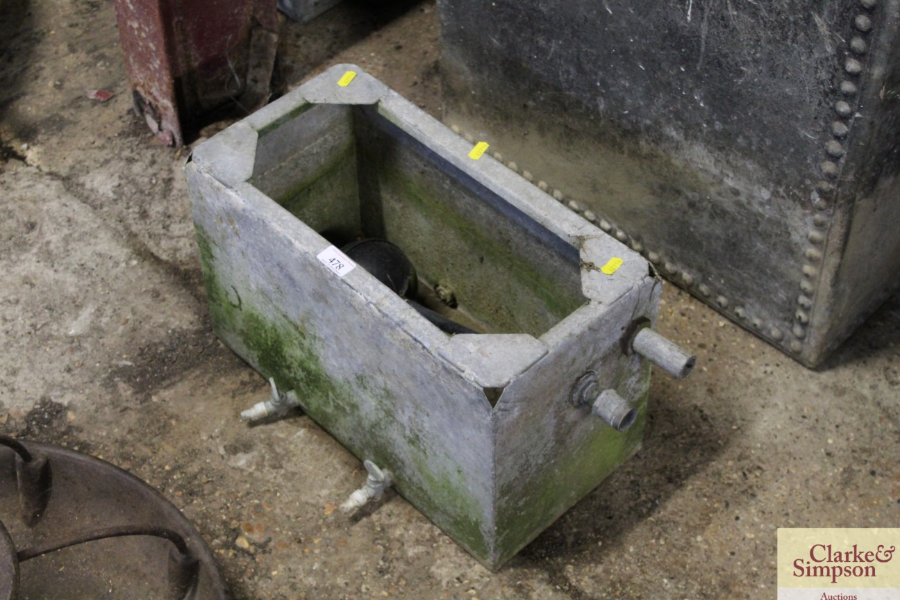 A galvanised cistern - Image 2 of 3