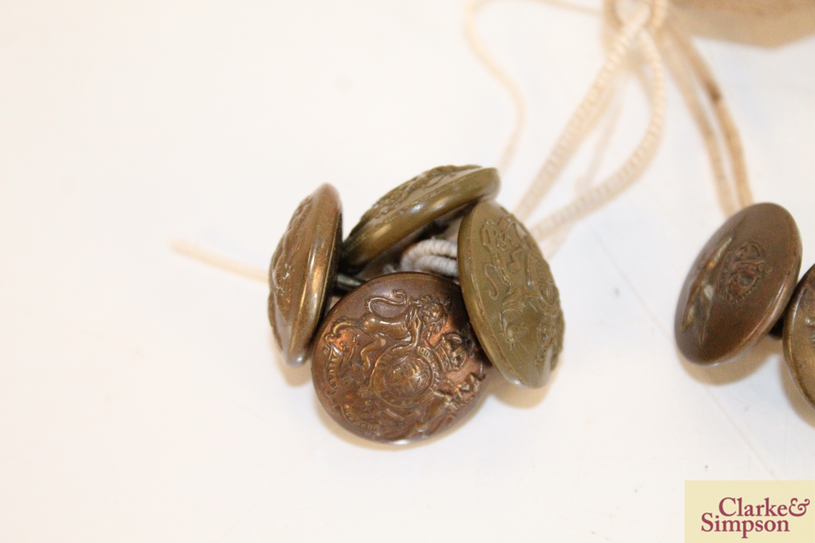 Two WW1 RAF buttons and four General Service buttons - Image 3 of 4