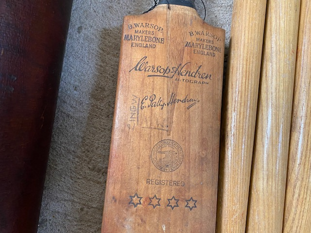 A vintage leather cricket bag and contents of bat - Image 8 of 10