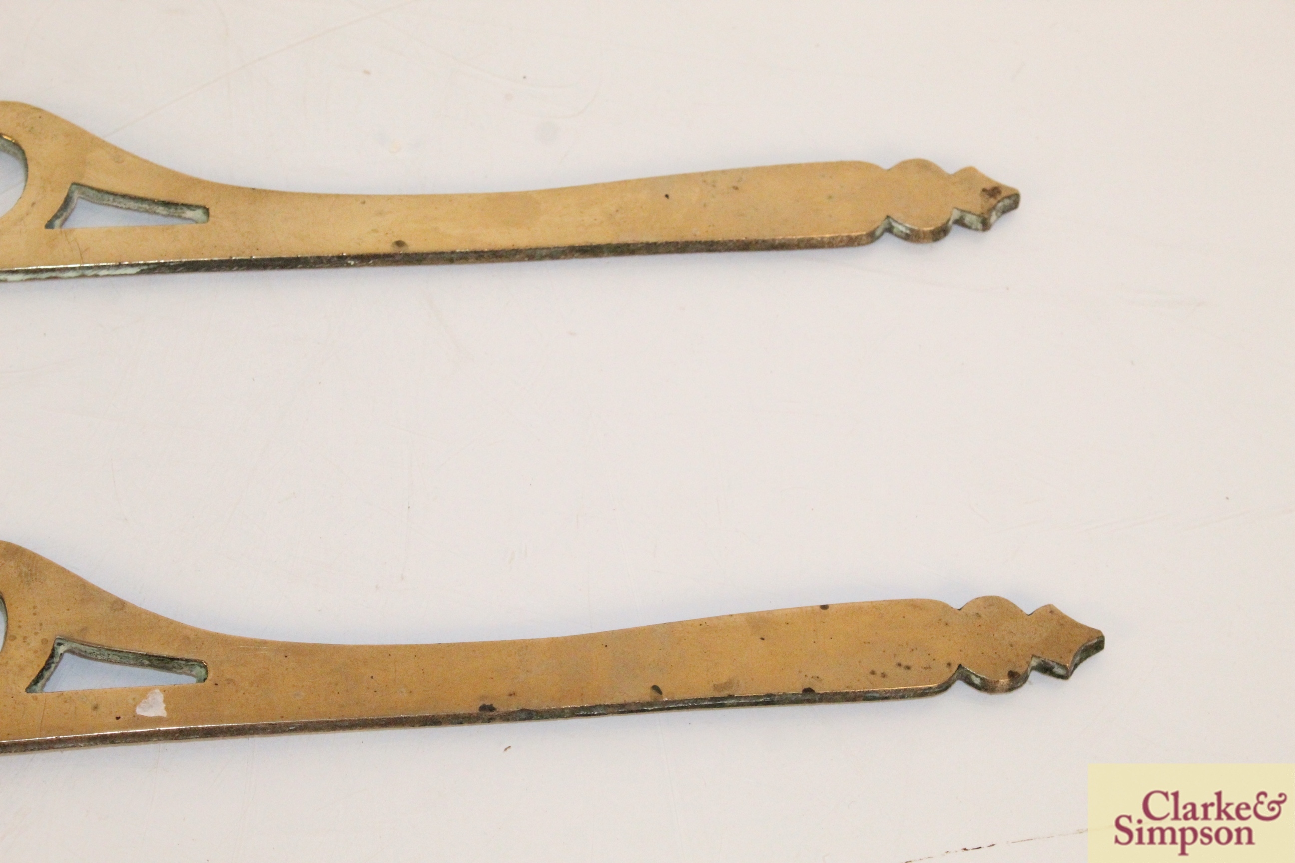 A pair of ornate brass decorative strips - Image 4 of 4