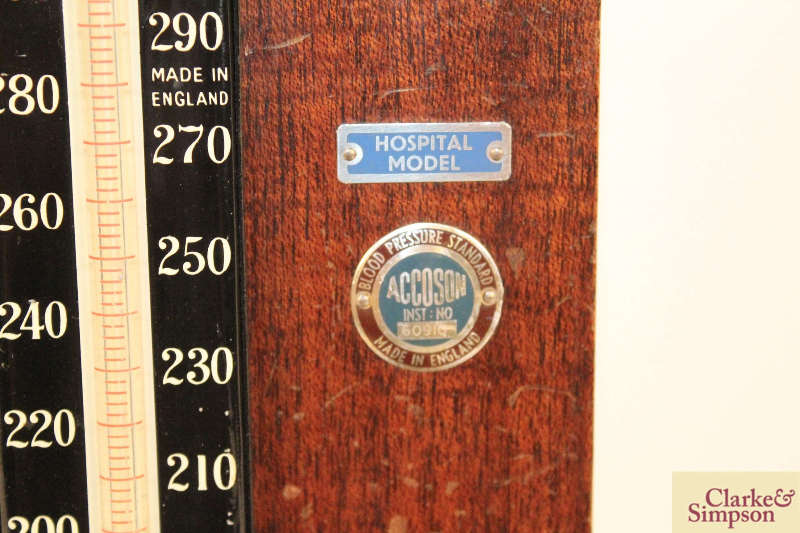 A vintage wooden boxed blood pressure gauge by Accos - Image 9 of 9
