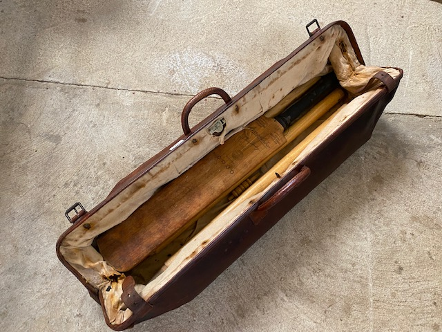 A vintage leather cricket bag and contents of bat - Image 3 of 10