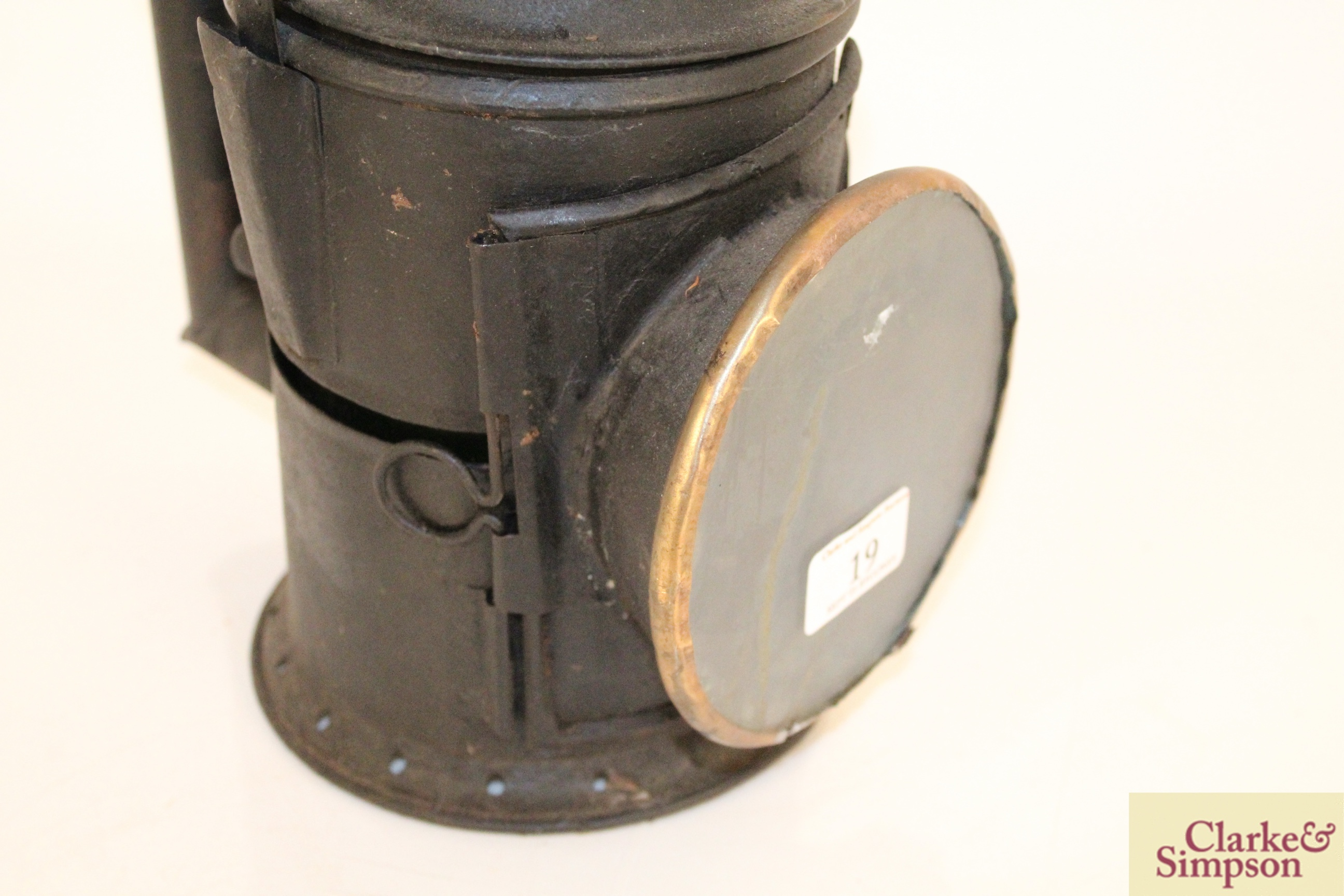 A vintage railway signal lamp - Image 5 of 5
