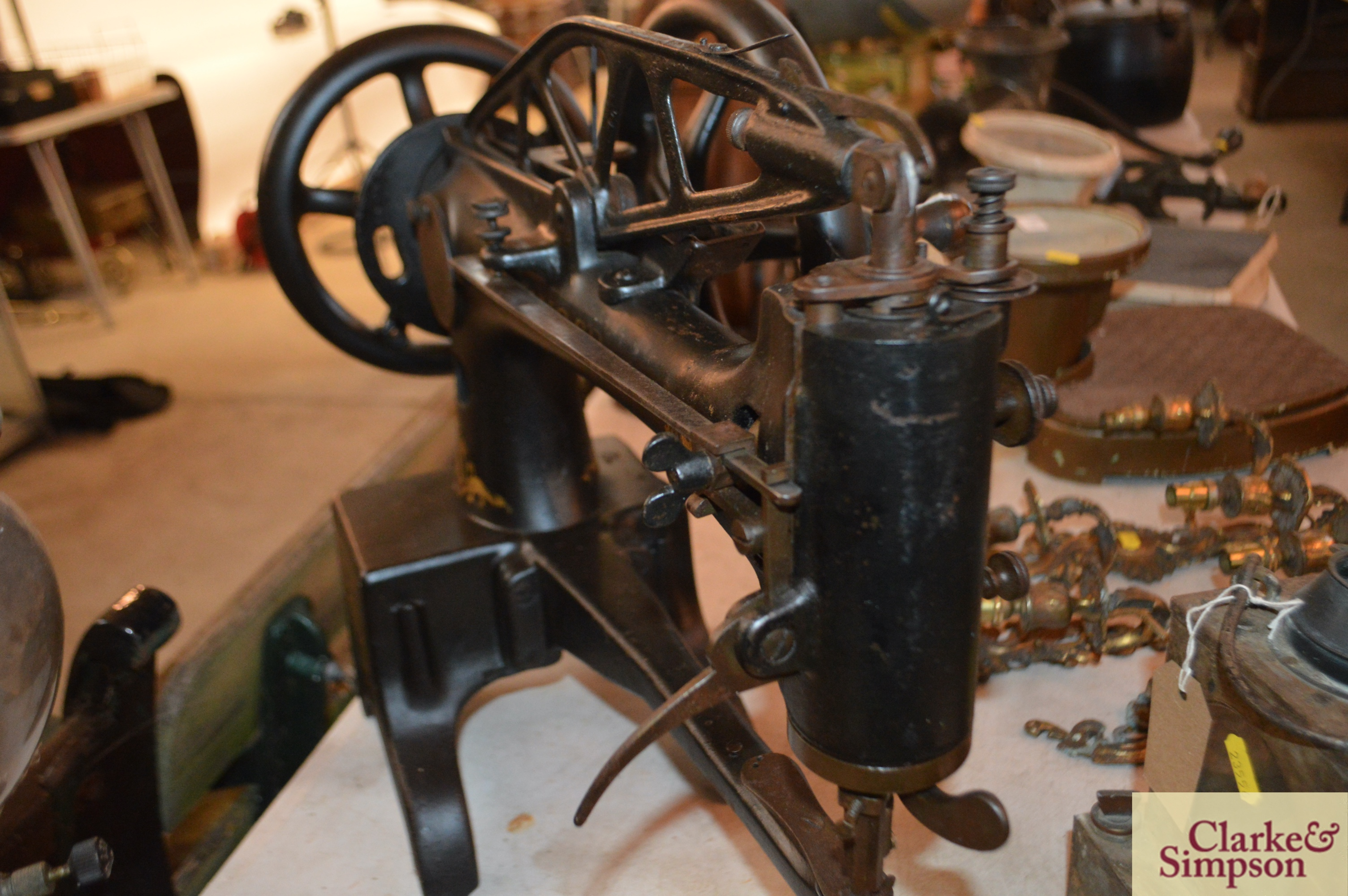 A Singer No.29K15 heavy duty patcher hand or belt - Image 7 of 9