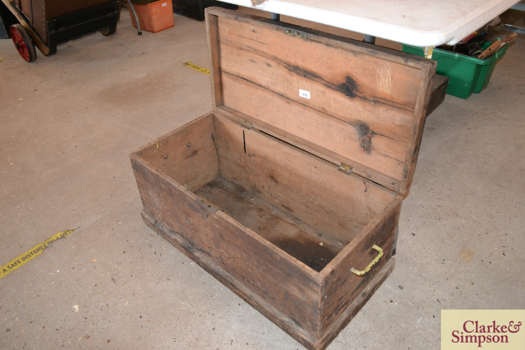 A vintage pine wooden tool box - Image 2 of 2