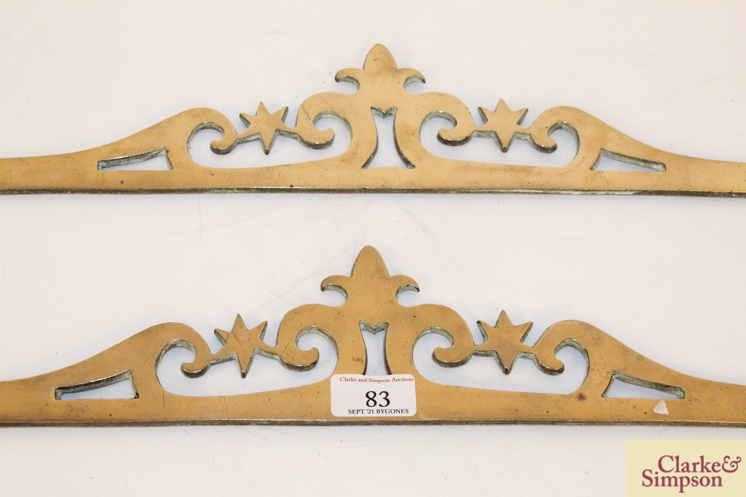 A pair of ornate brass decorative strips - Image 3 of 4