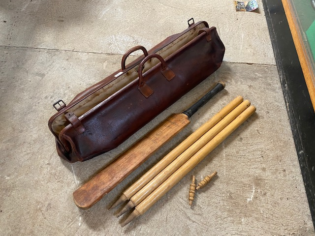 A vintage leather cricket bag and contents of bat - Image 4 of 10