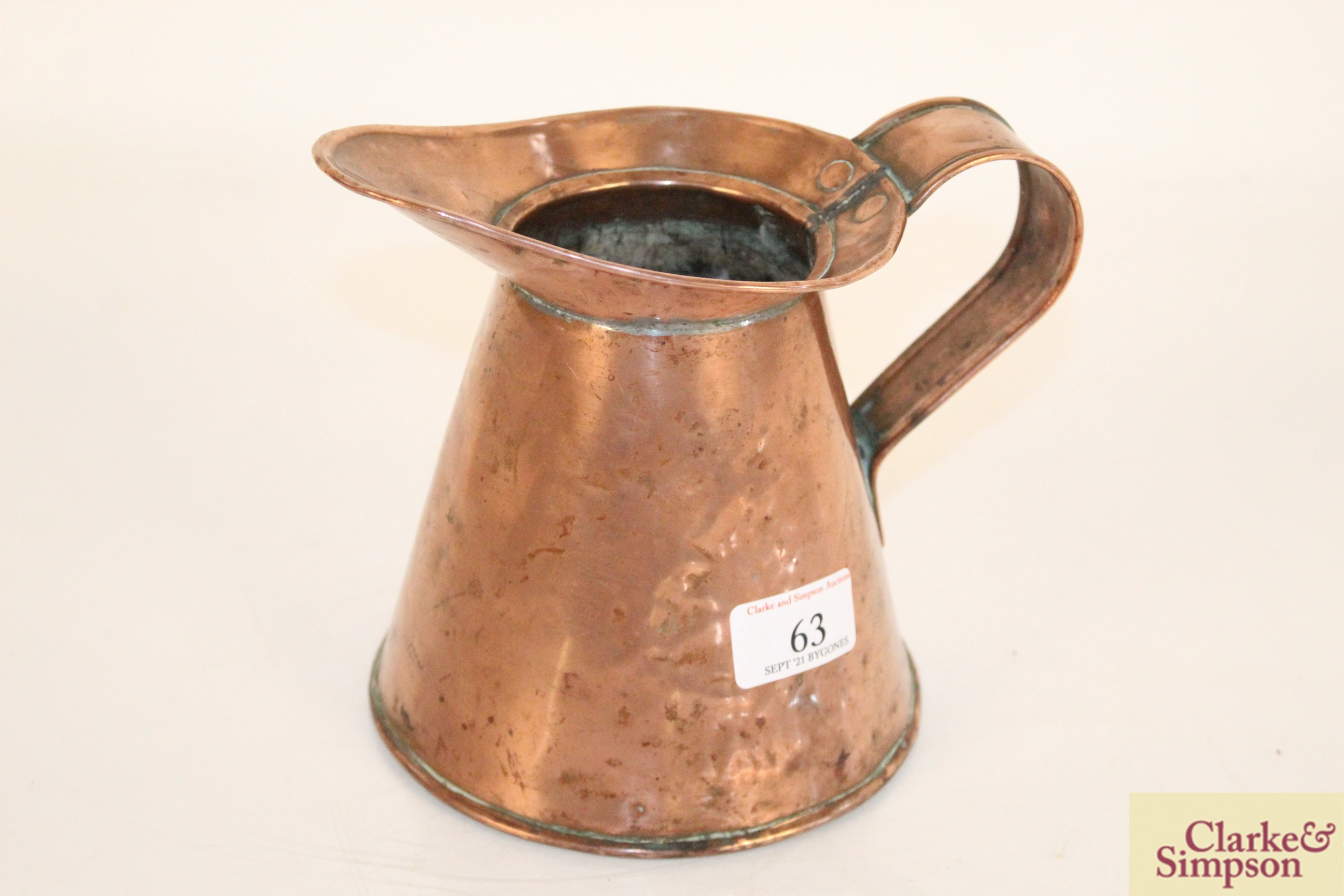Two antique copper jugs - Image 7 of 9
