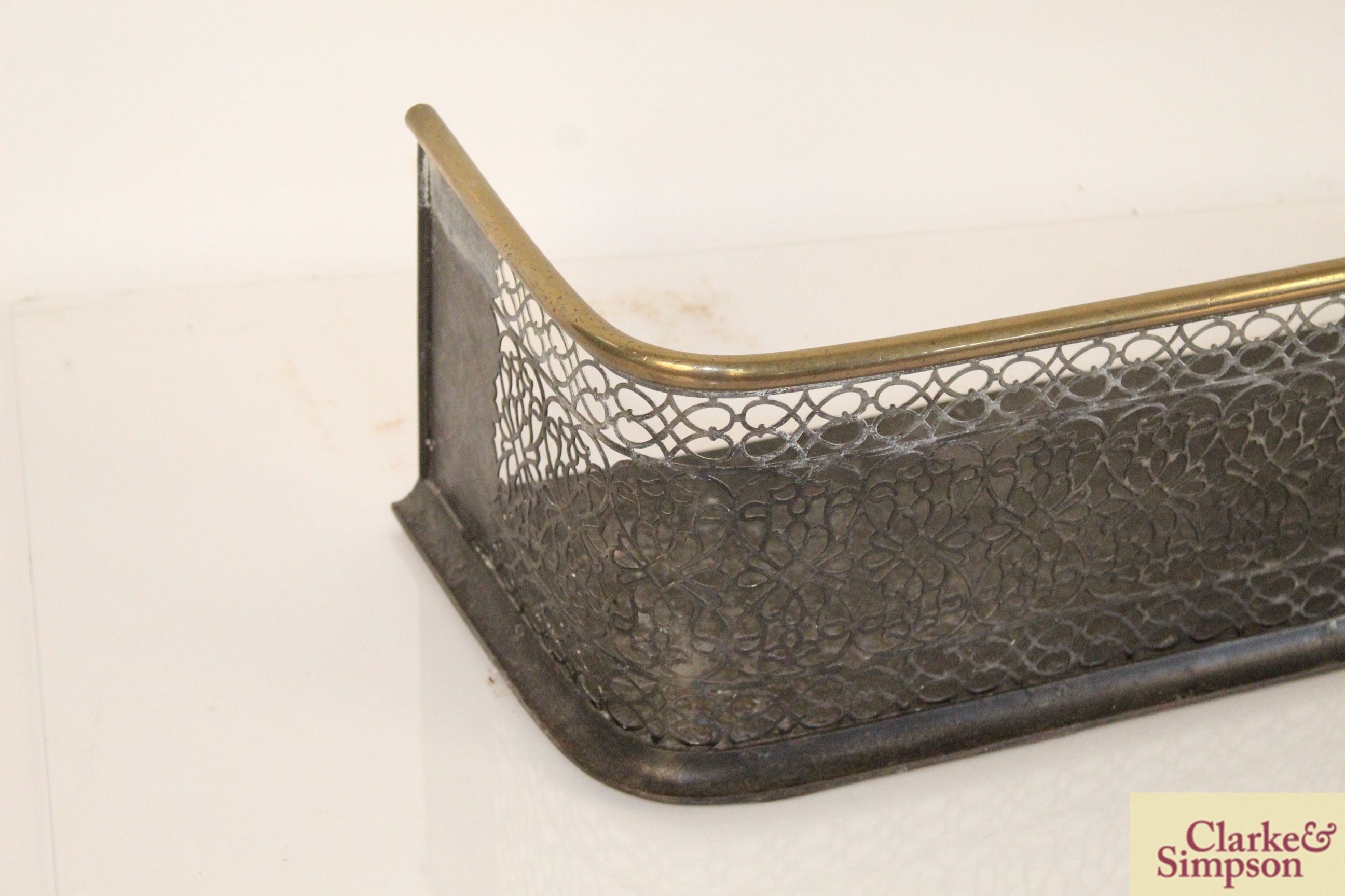A Victorian brass and iron fender - Image 2 of 5