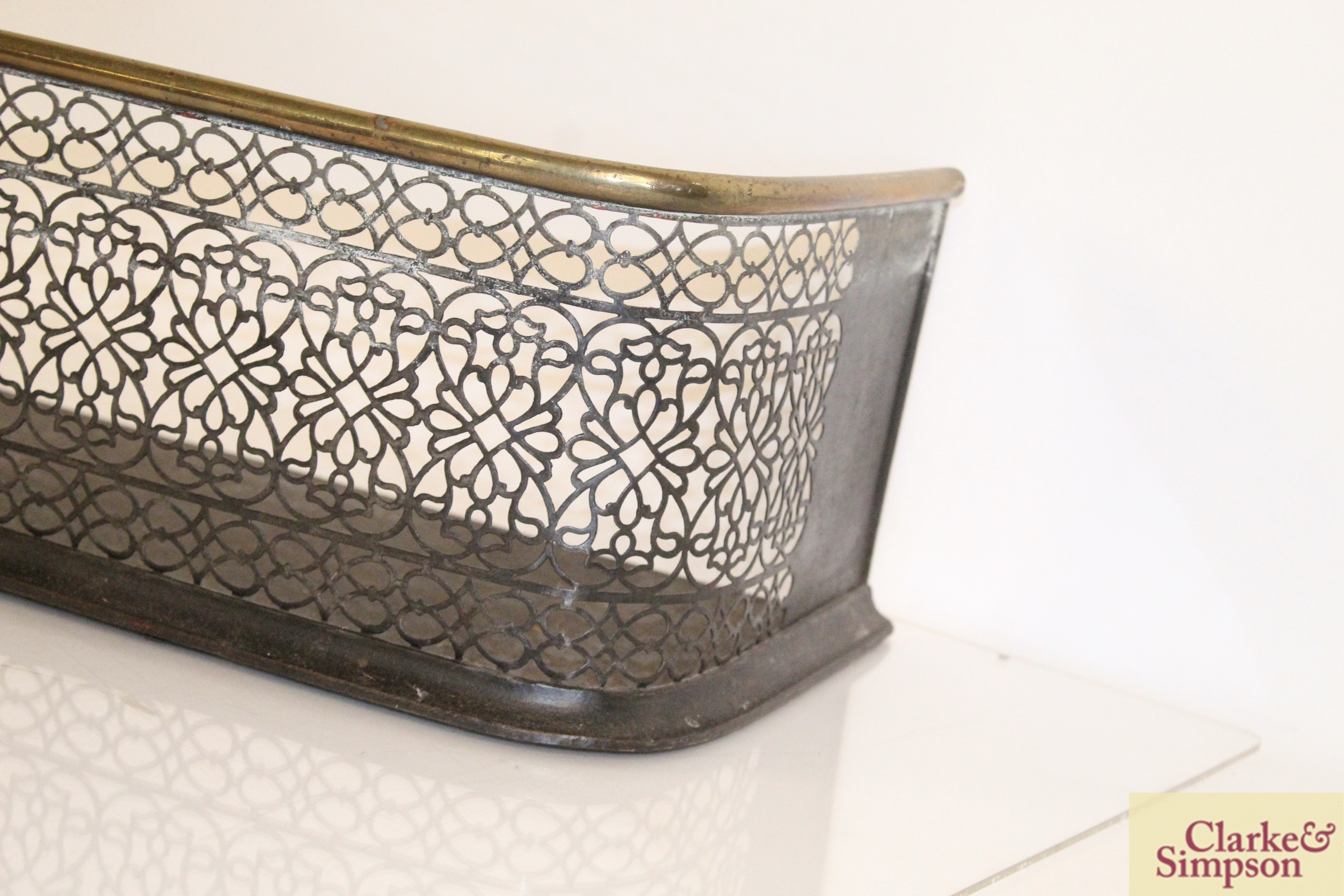 A Victorian brass and iron fender - Image 5 of 5