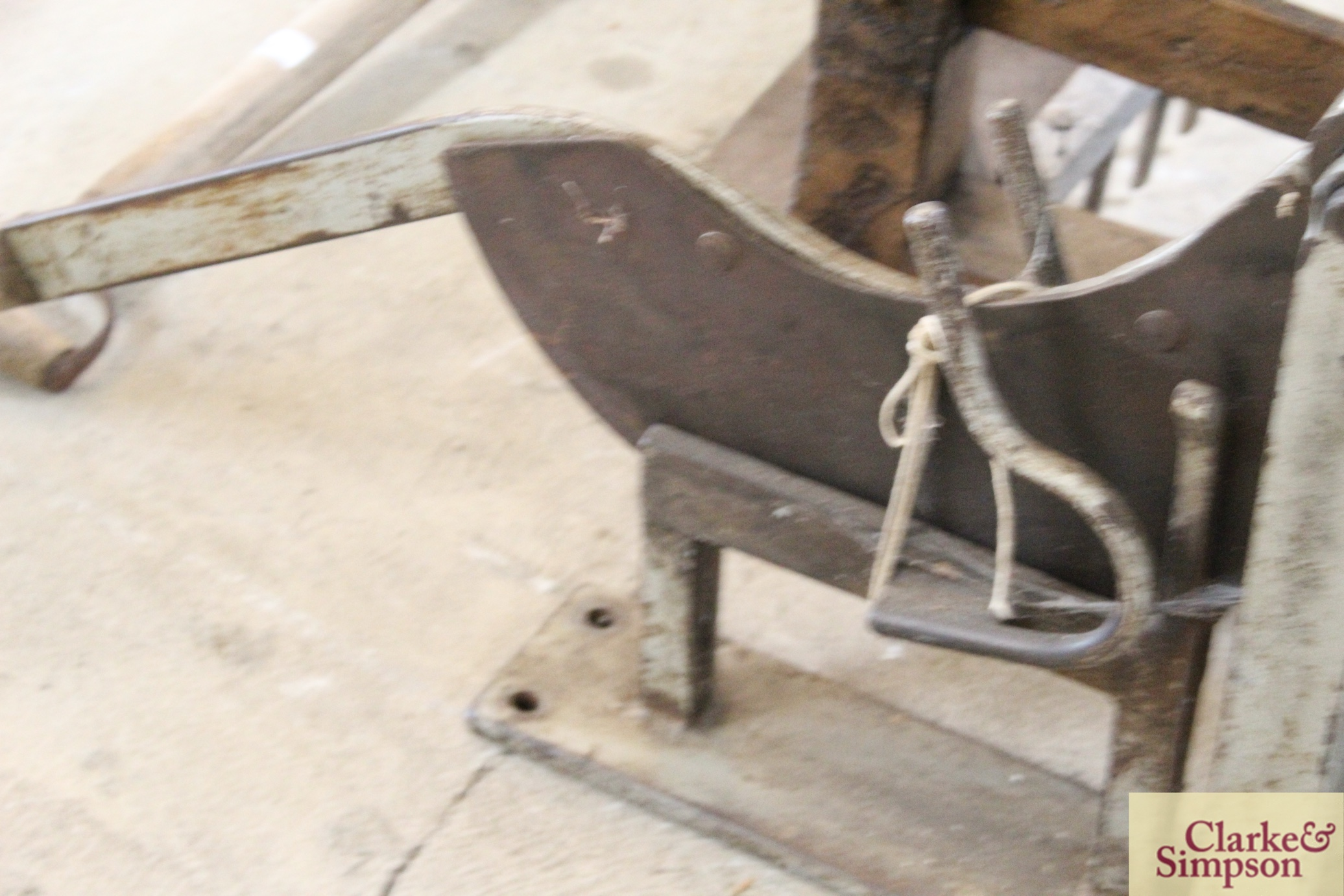 A thatcher's straw slicer - Image 5 of 7